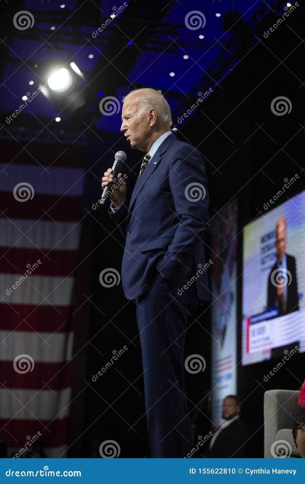Joe Biden på vapenavkänningsforumet på Augusti 10, 2019, Des Moines, Iowa, USA