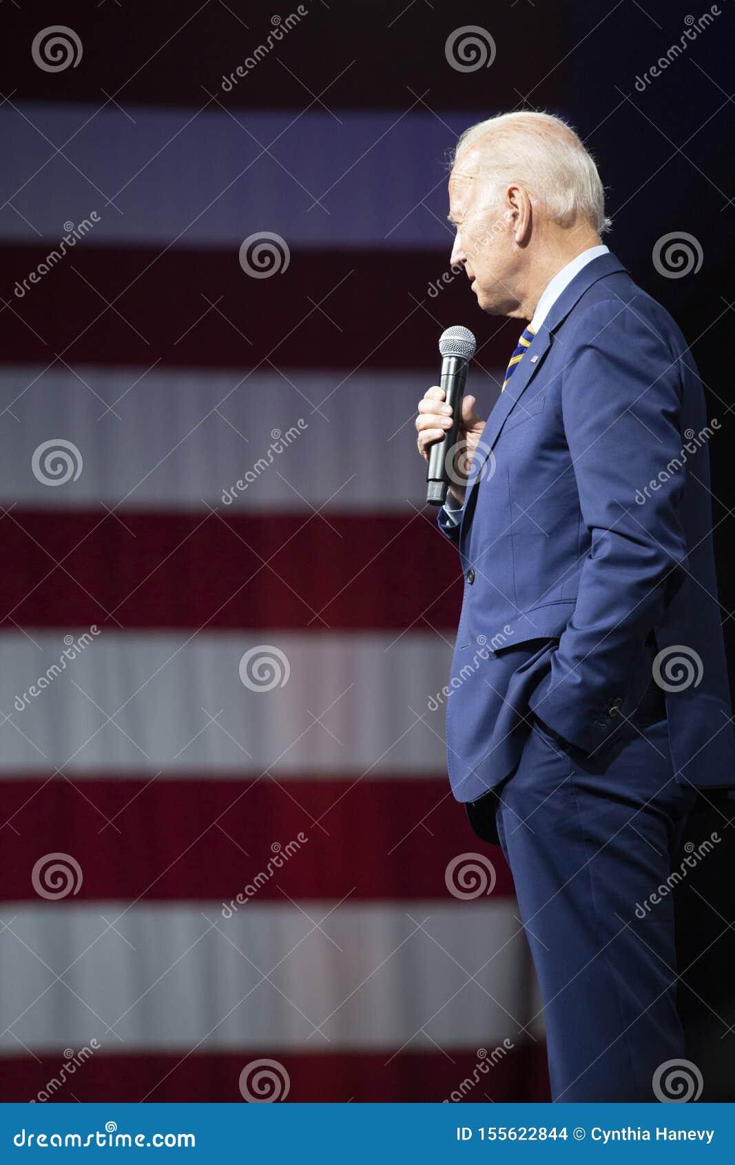 Joe Biden przy Armatnim Sensowym forum na Sierpień 10, 2019, Des Moines, Iowa, usa