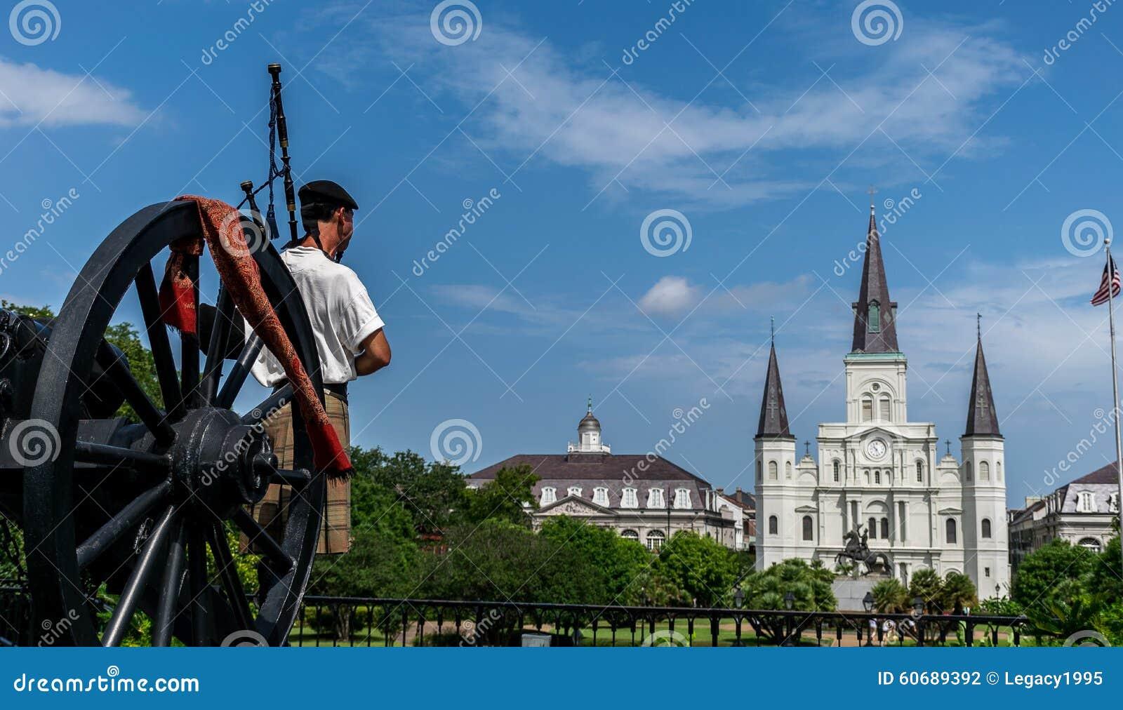 Jogador de Louis Cathedral With Scottish Bagpipe de Saint de Nova Orleães