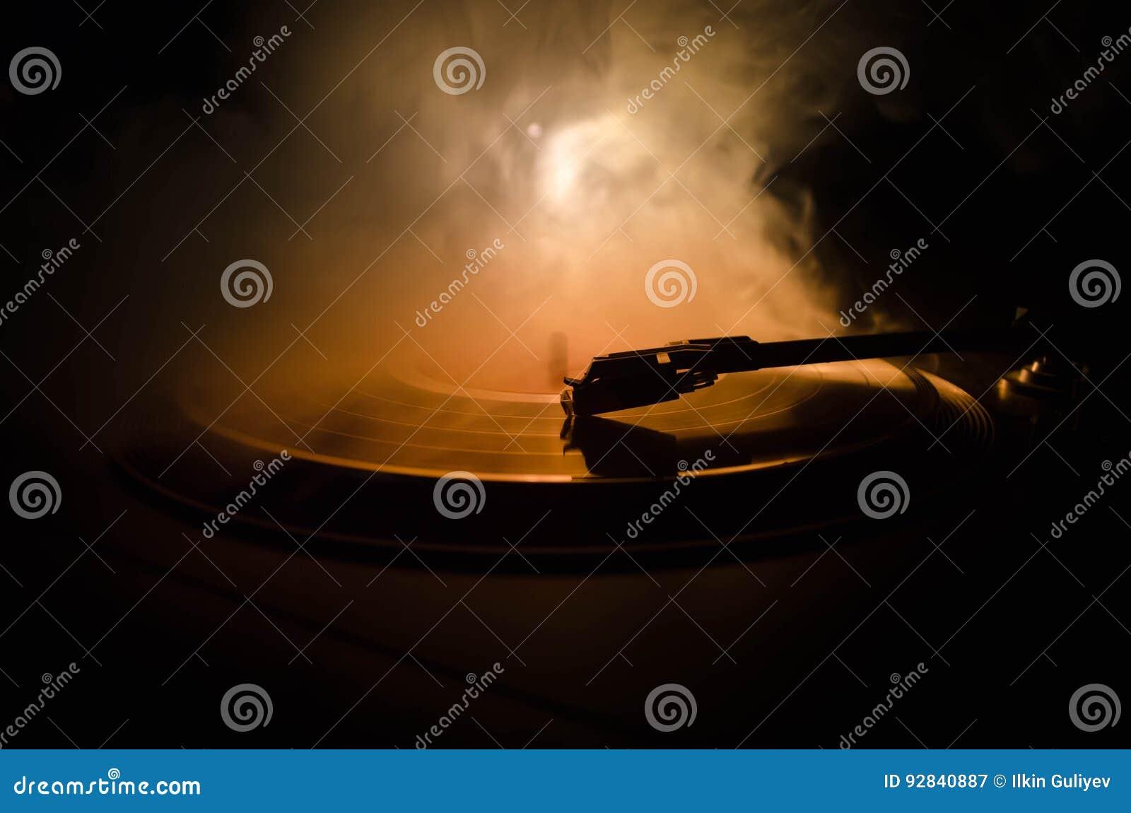 Jogador de registro do vinil da plataforma giratória Equipamento audio retro para o disco-jóquei Tecnologia sadia para que o DJ m