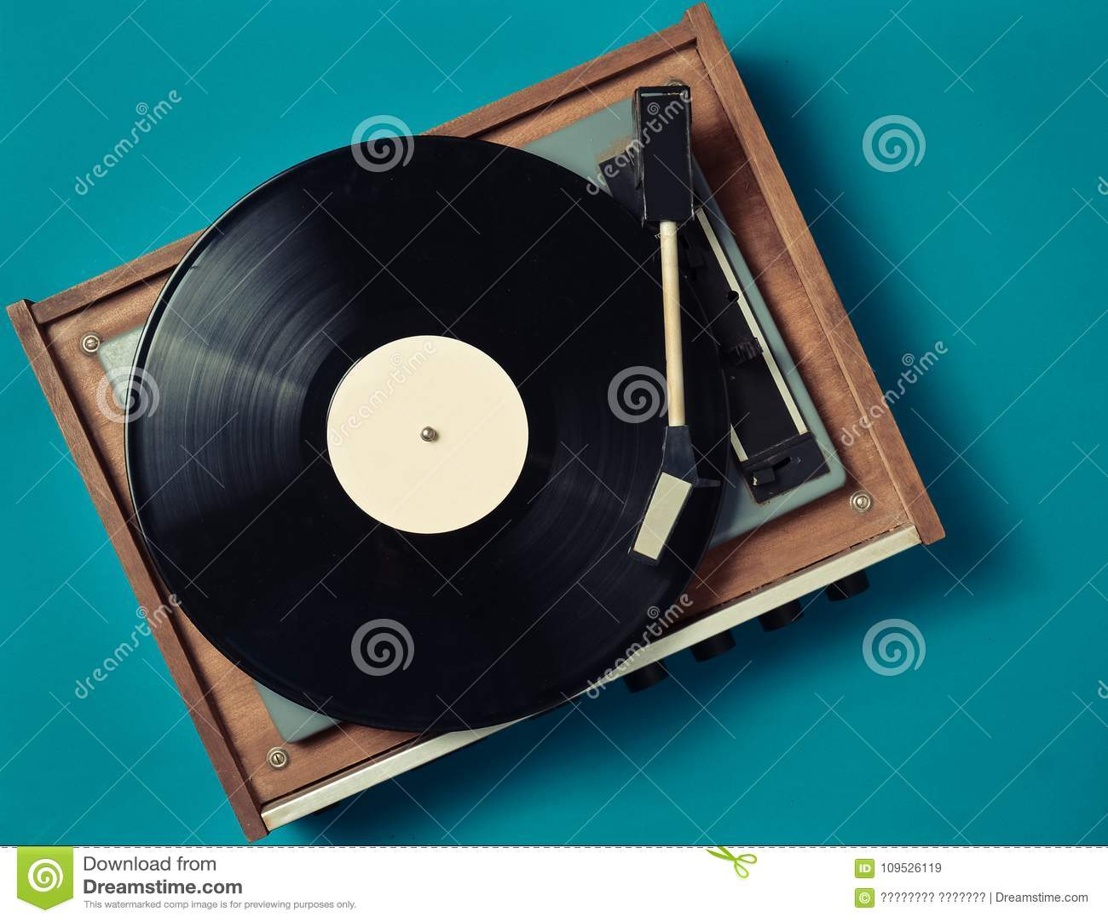 Jogador retro do vinil em um fundo azul Entretenimento 70s Escute a música