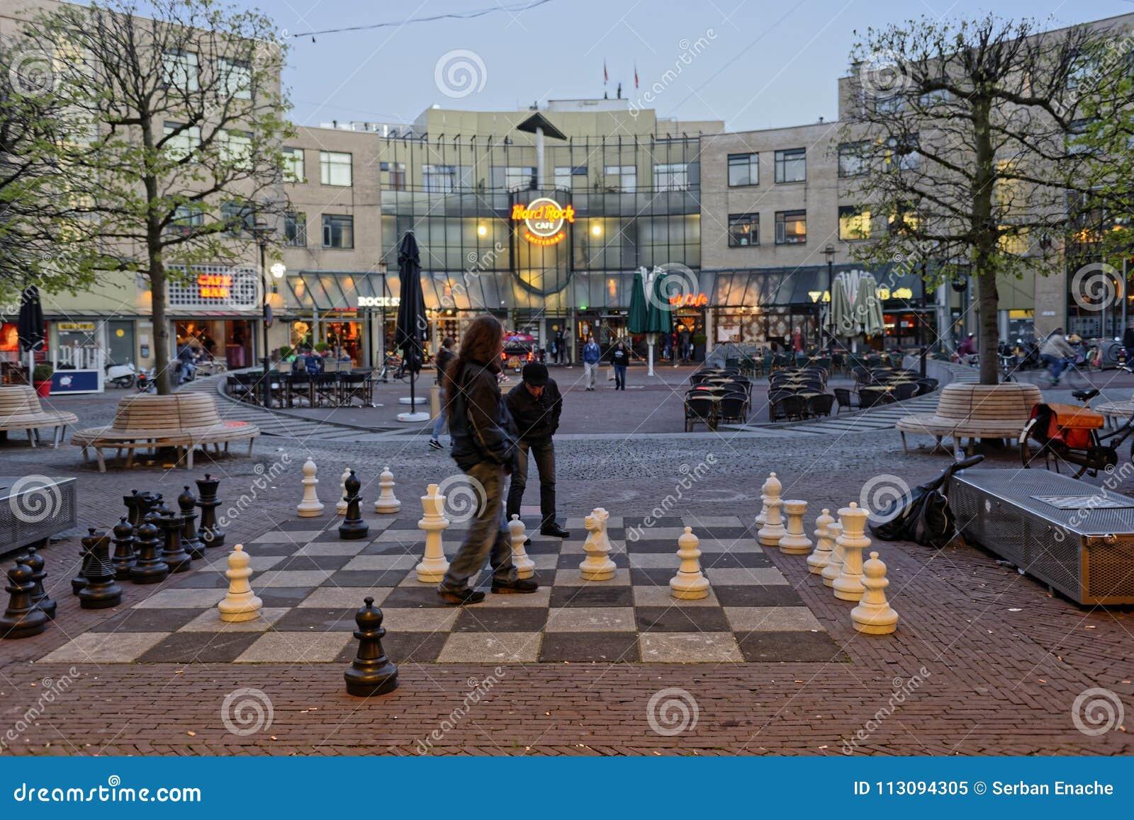 Jogadores de xadrez no parque aberto, Amsterdão, Holanda