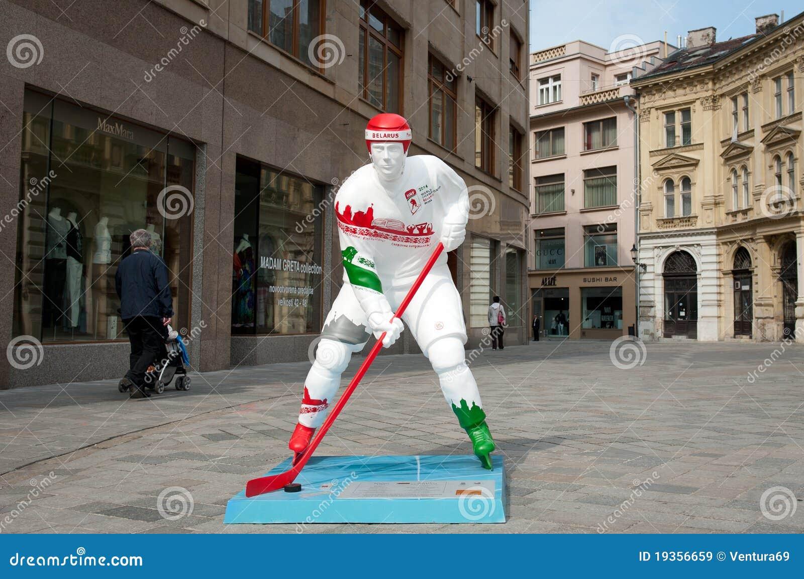 Jogadores do hóquei nas ruas de Bratislava