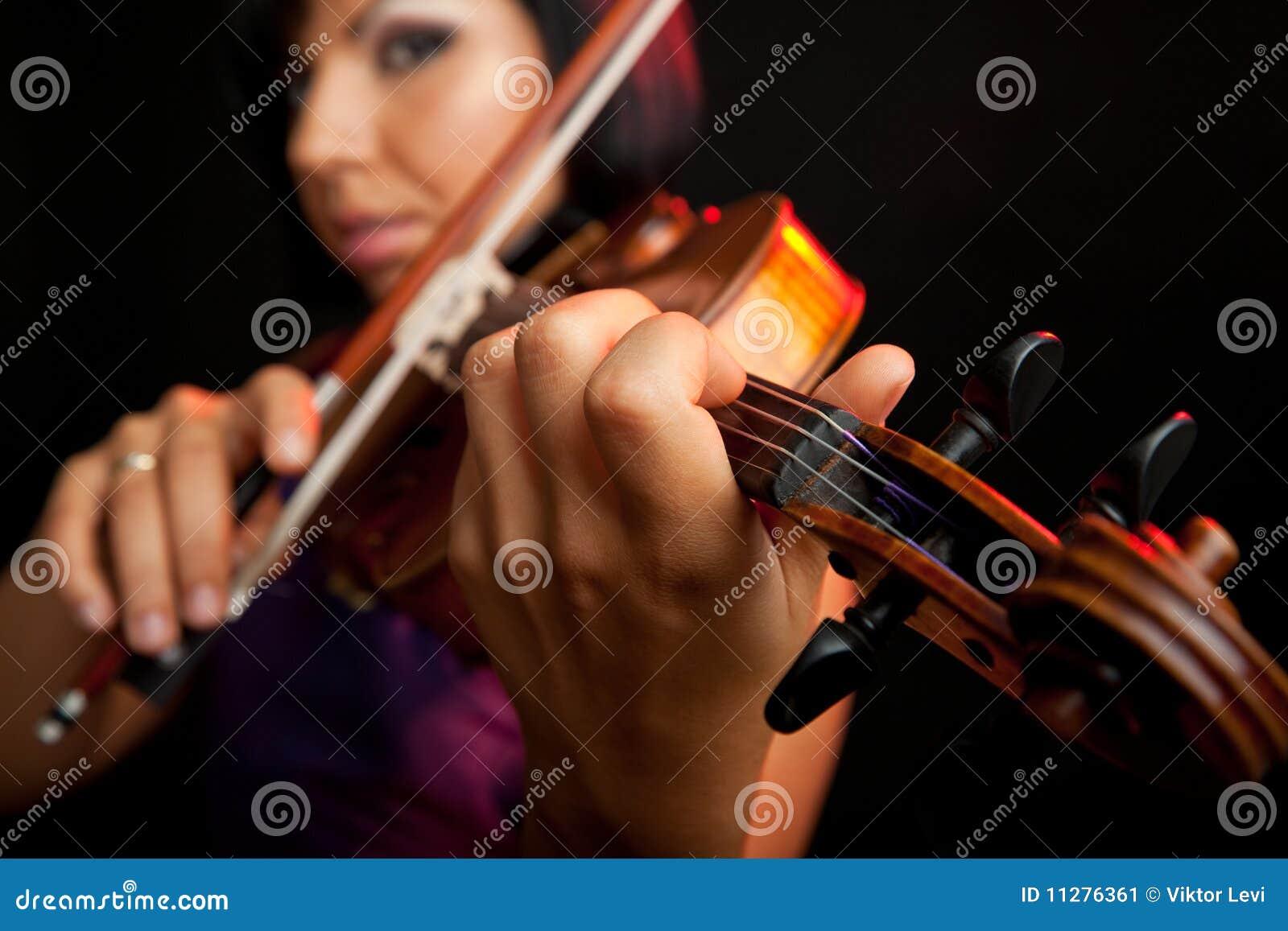 Jogando o violino