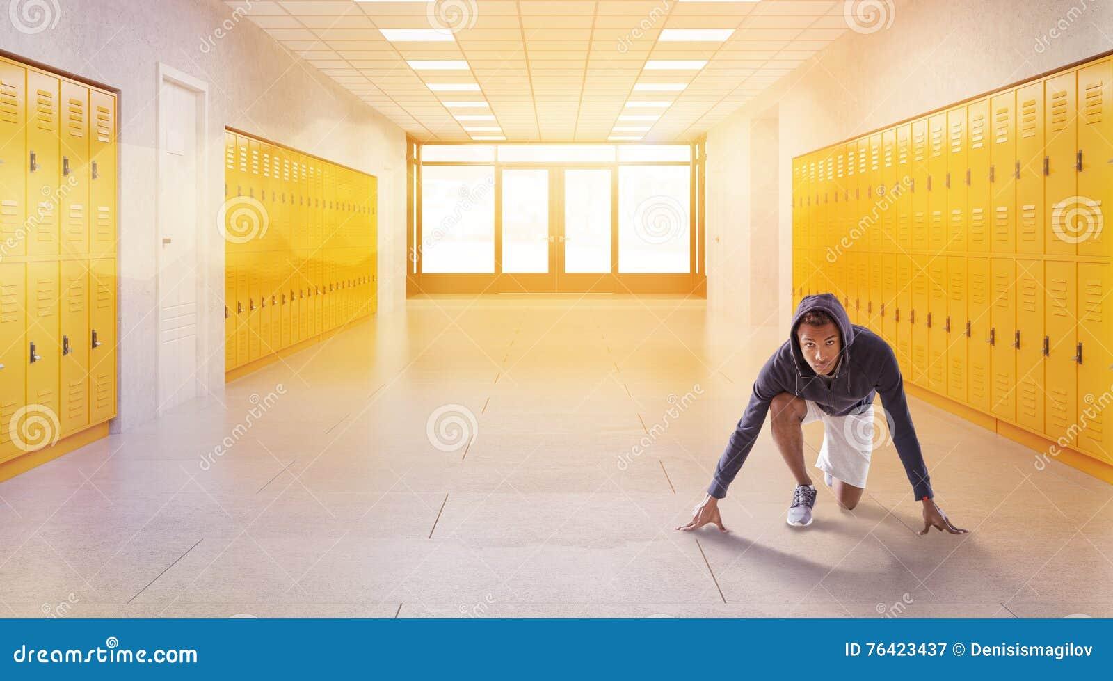 Jogger w szkolnym korytarzu