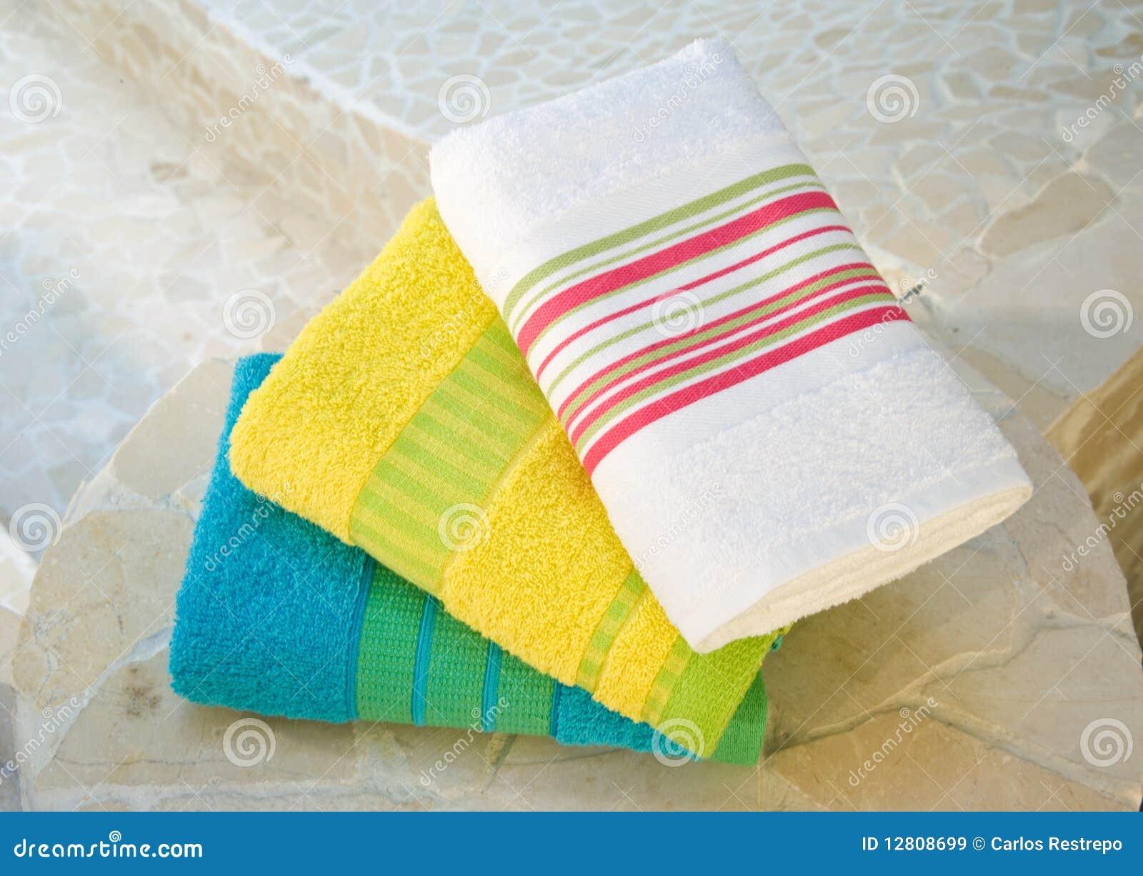 Jogo colorido de toalha
