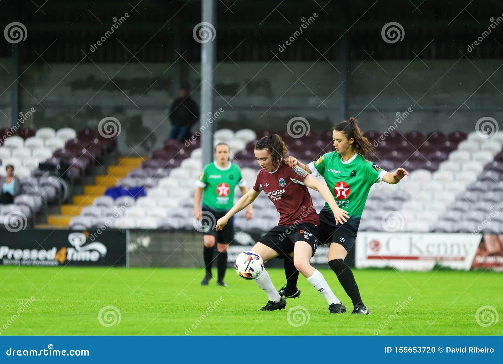 Jogo da liga nacional das mulheres: Galway WFC contra Peamount uniu-se