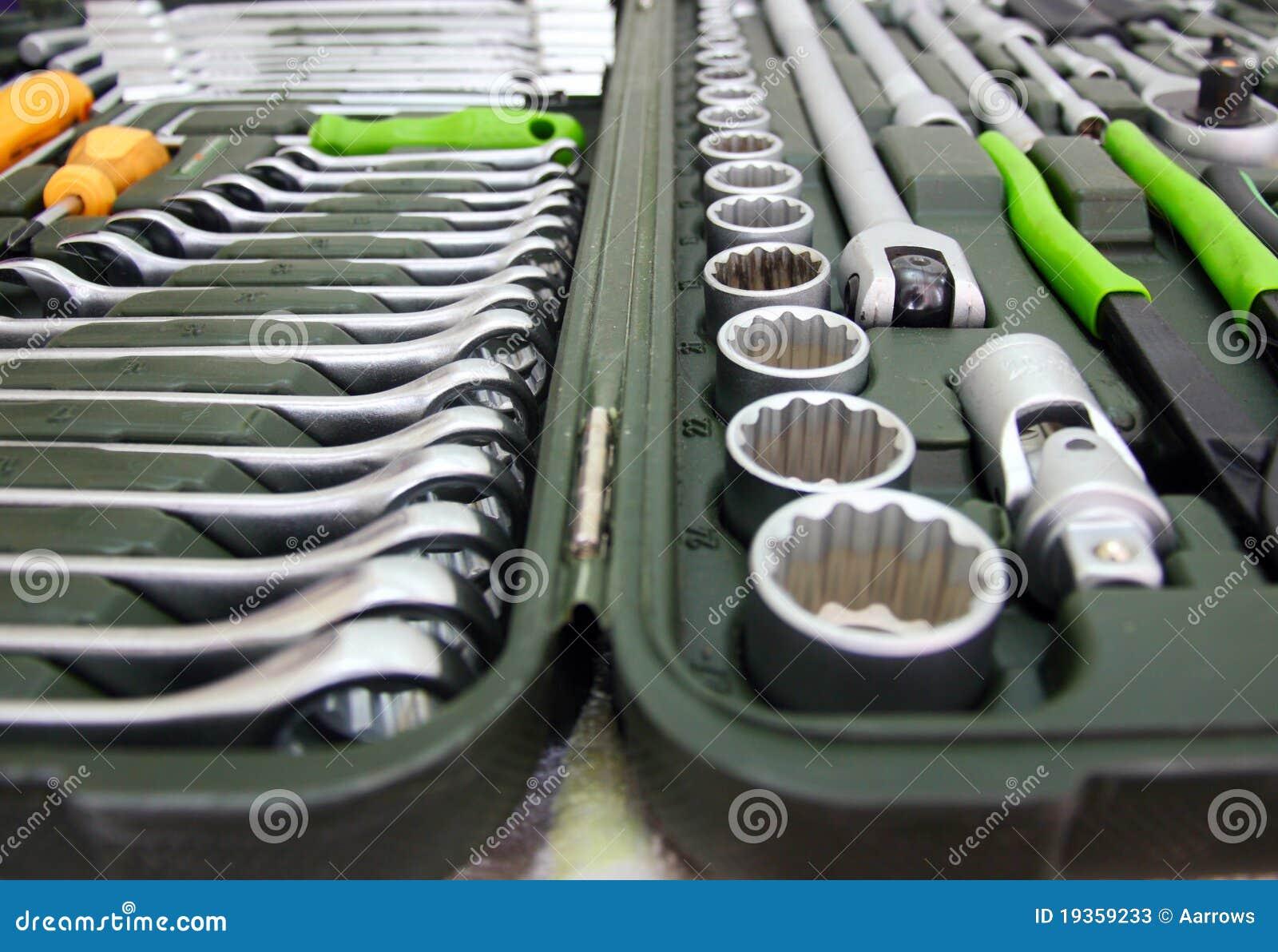 Jogo das ferramentas para a HOME e o carro em uma caixa