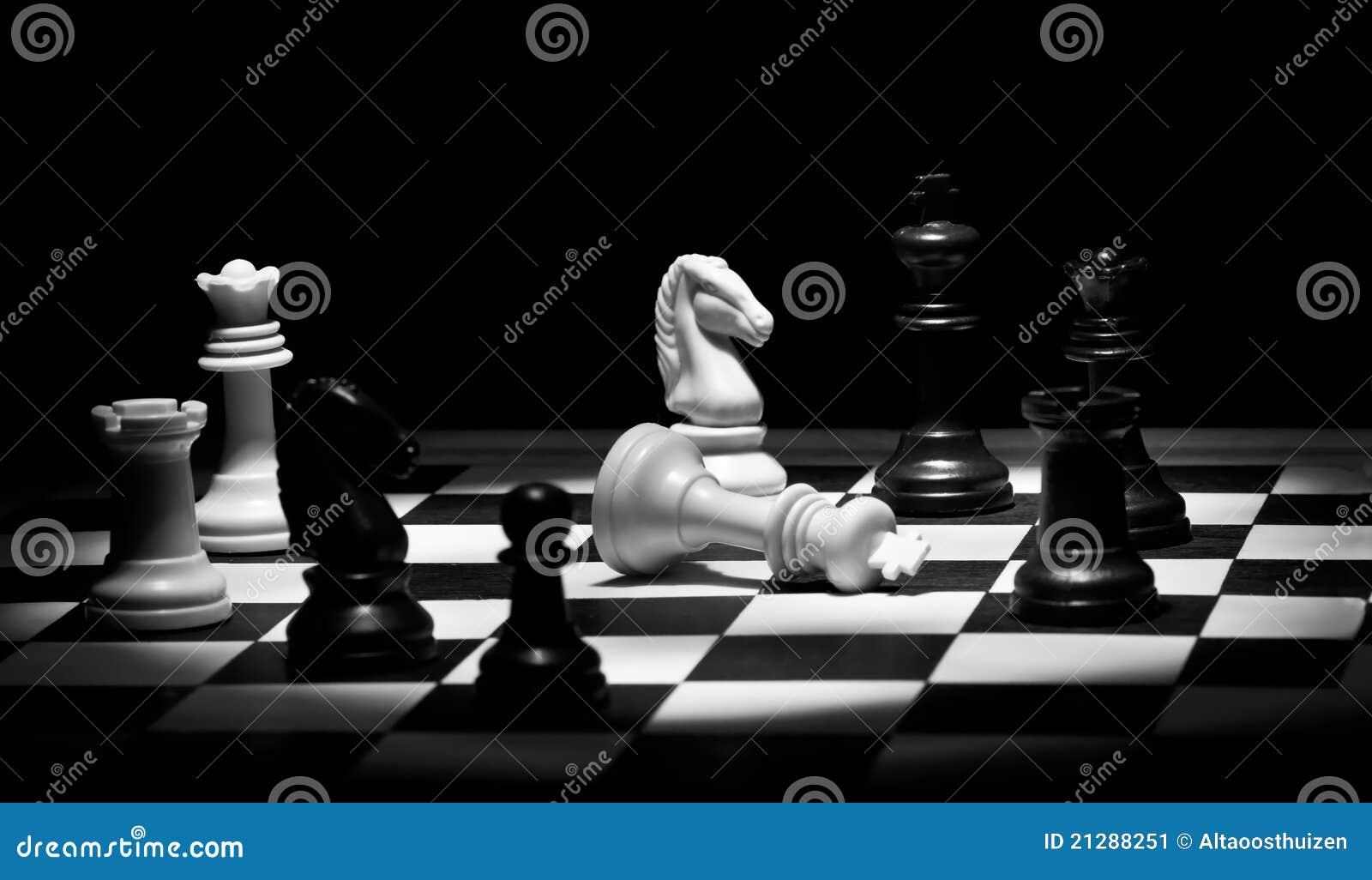 Jogo de xadrez em preto e branco