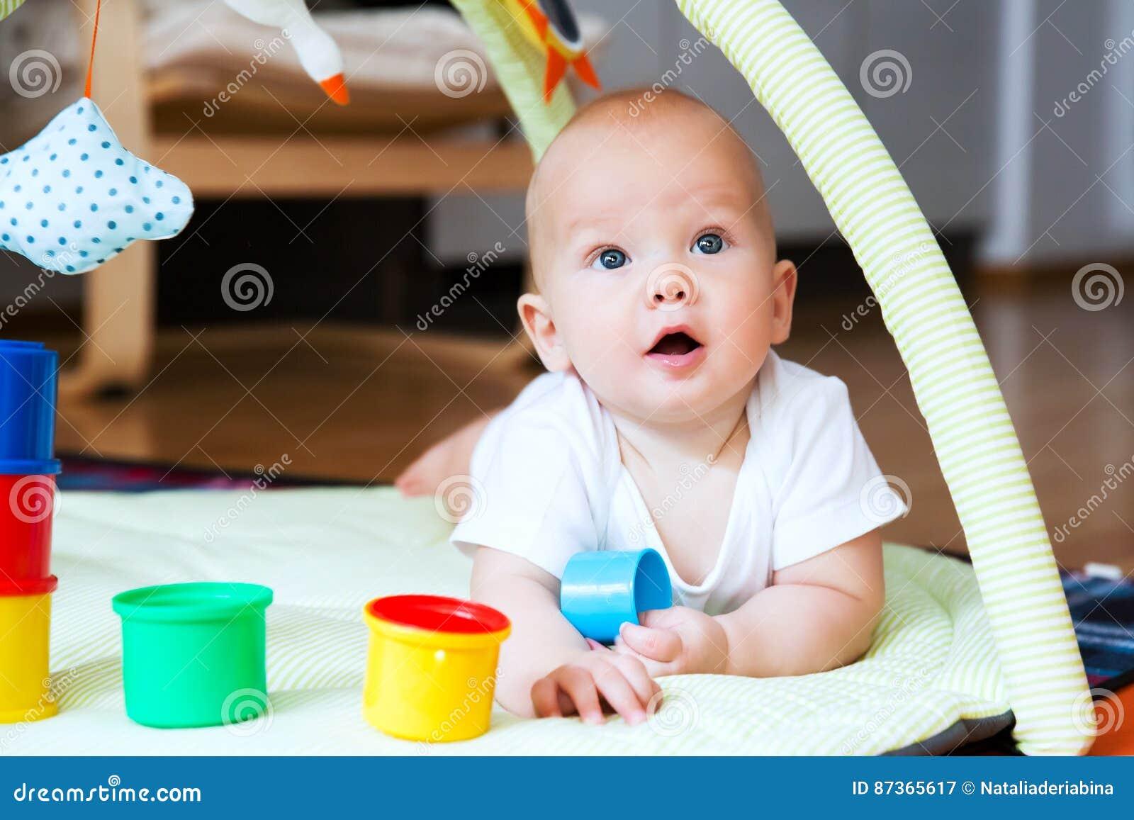 Jogo e descoberta do bebê