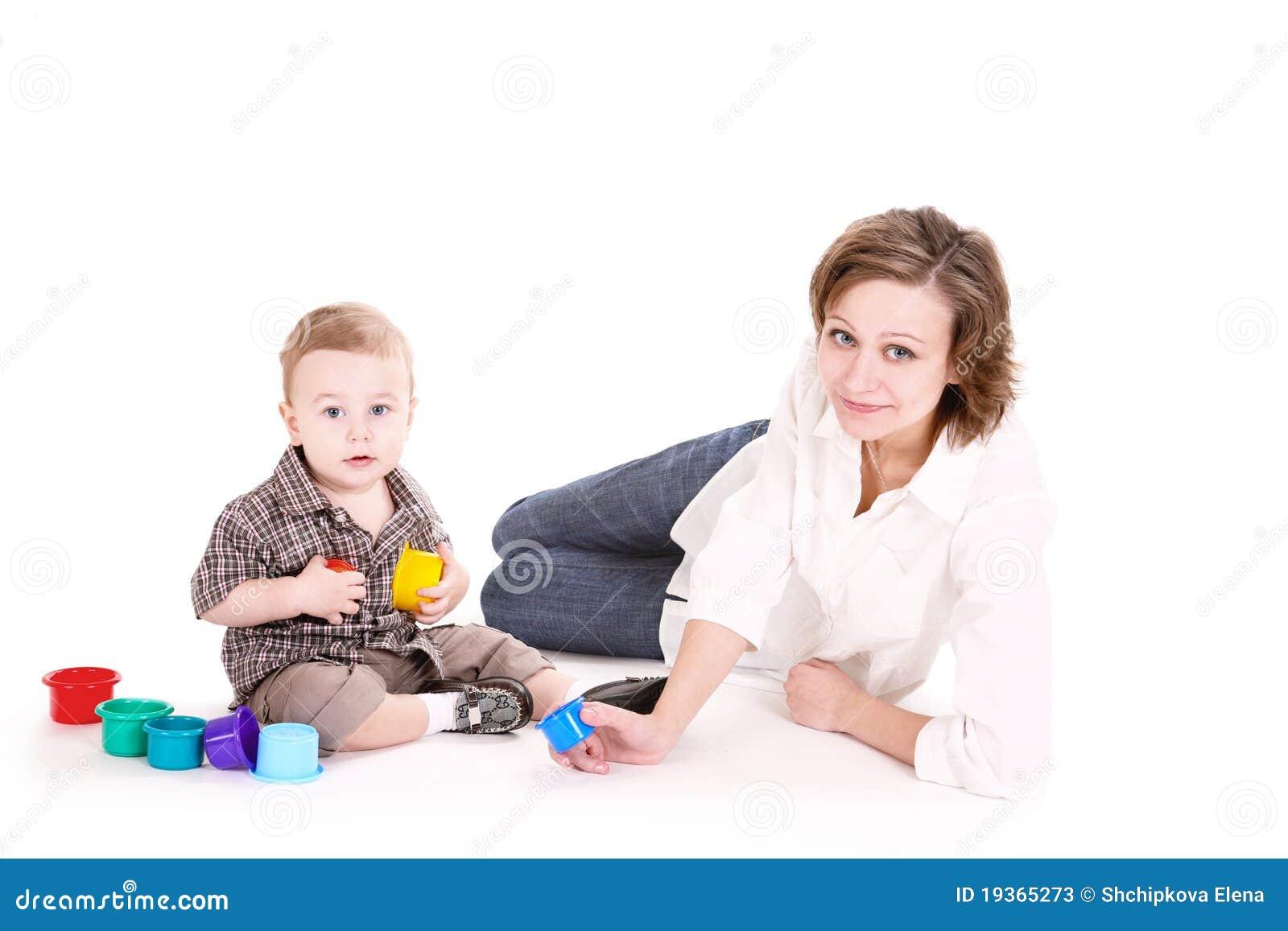 Jogos do Mum com o filho pequeno.
