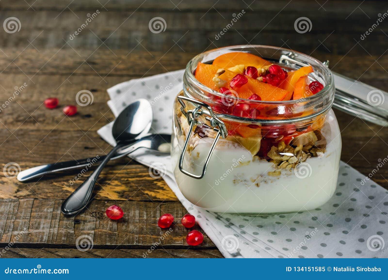 Jogurt z owoc w słoju