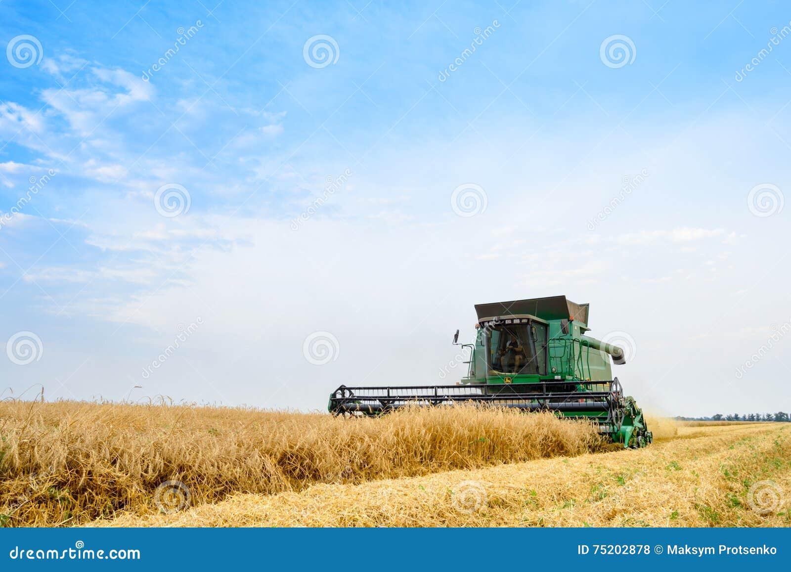 John Deere Combine Harvester Harvesting vete i fältet