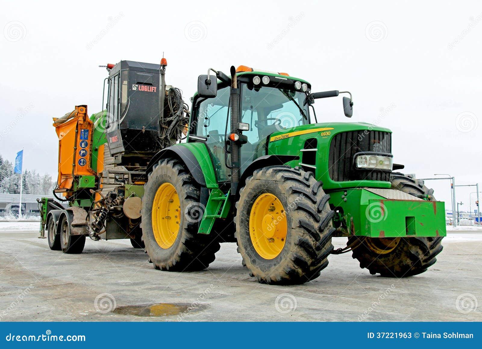 John Deere 6930 Rolniczy ciągnik z Drewnianą odpryskiwanie maszyną