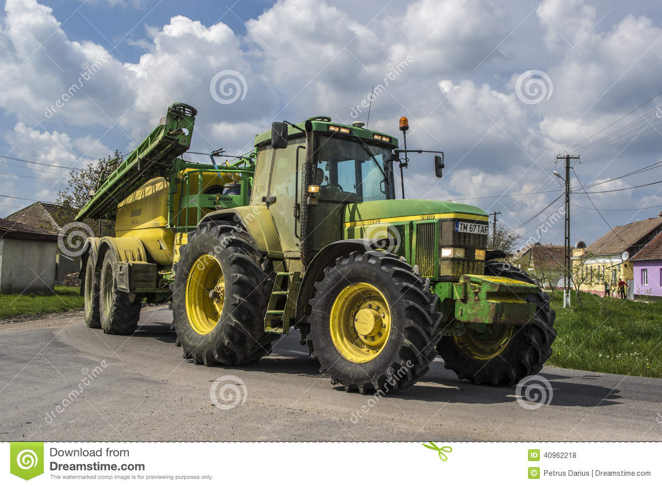 john deere traktor p v gen redaktionell arkivfoto bild. Black Bedroom Furniture Sets. Home Design Ideas