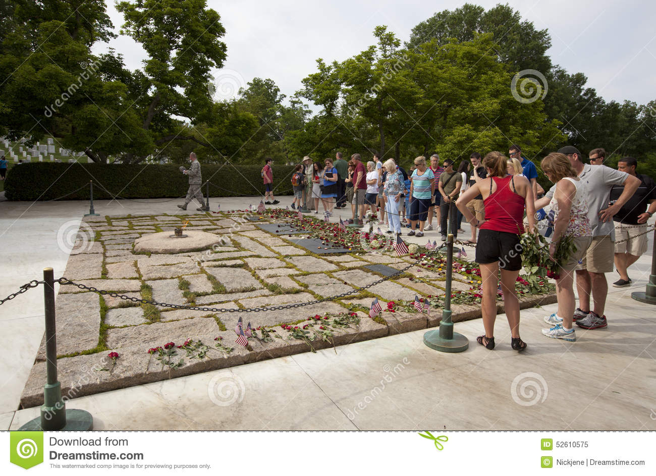 John F Kennedy An Seinem Grab In Arlington Nationalem Friedhof
