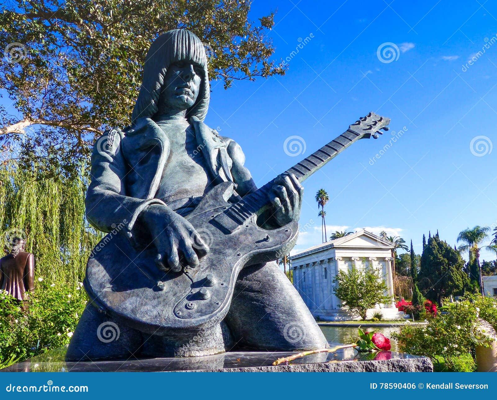 Johnny Ramone Statue In Hollywood för evigtkyrkogård