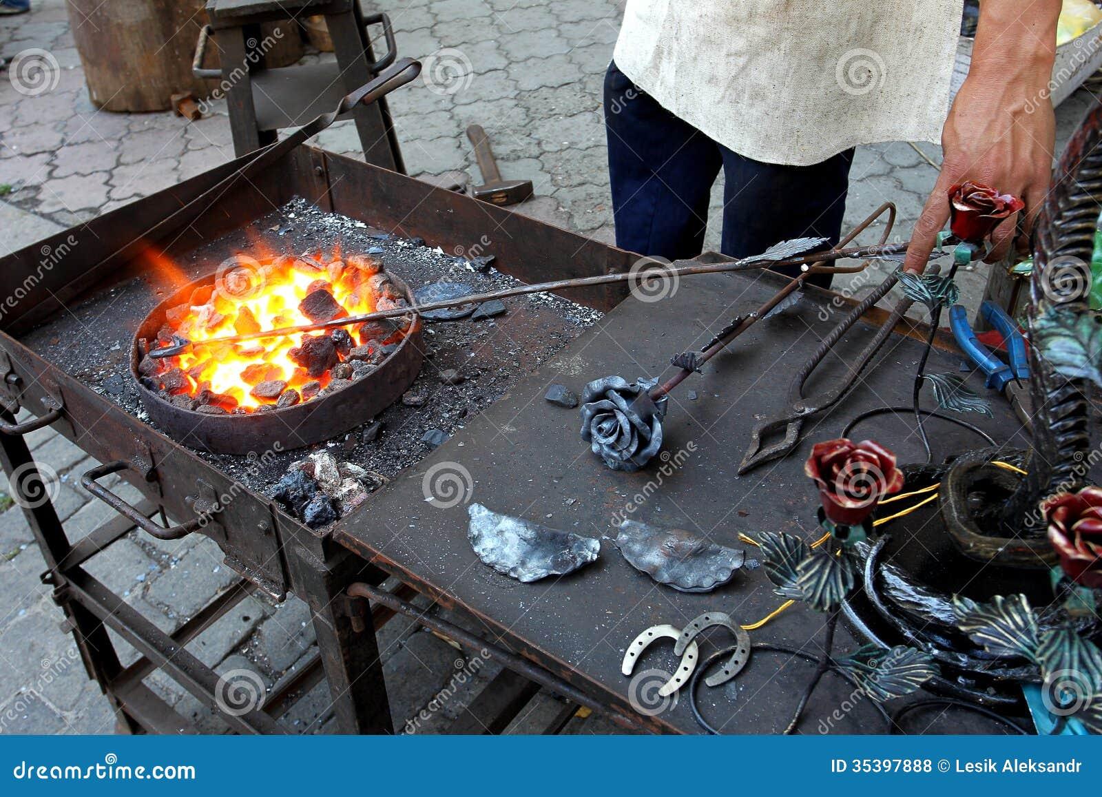 Joia tradicional do metal do batente do ferreiro do ferro forjado do ferreiro