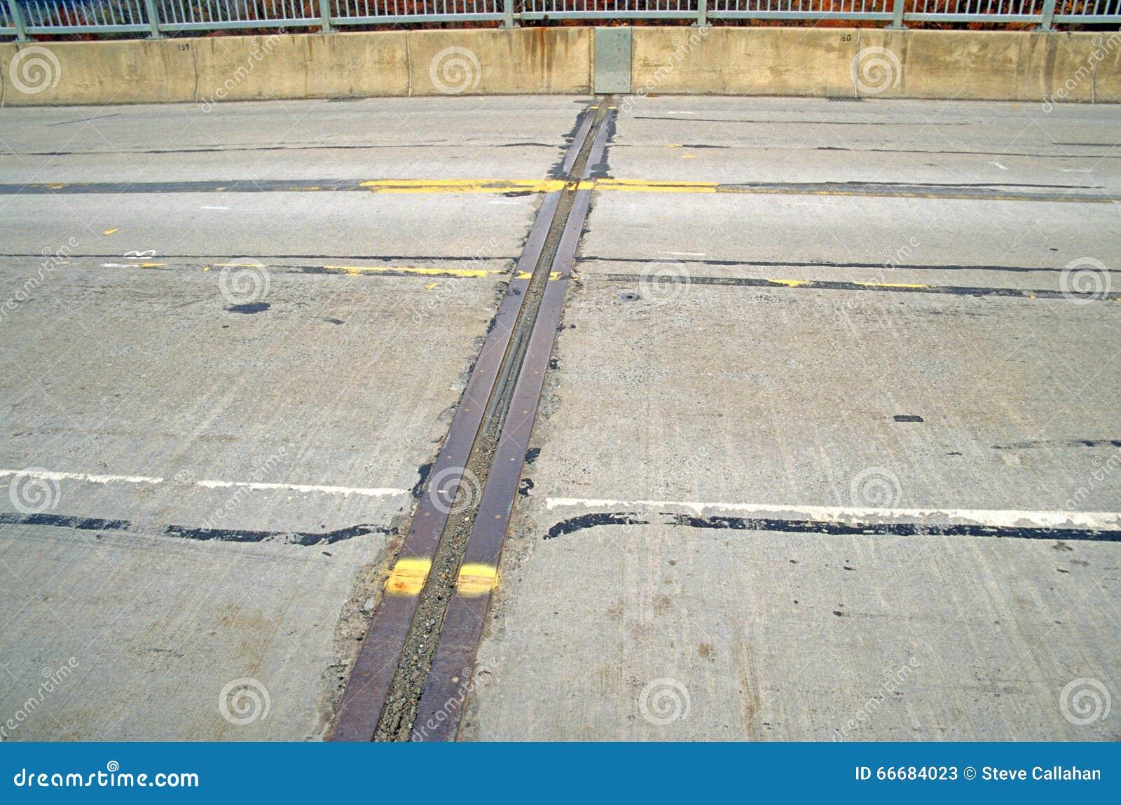 joint de dilatation sur le pont image stock - image du mouvement