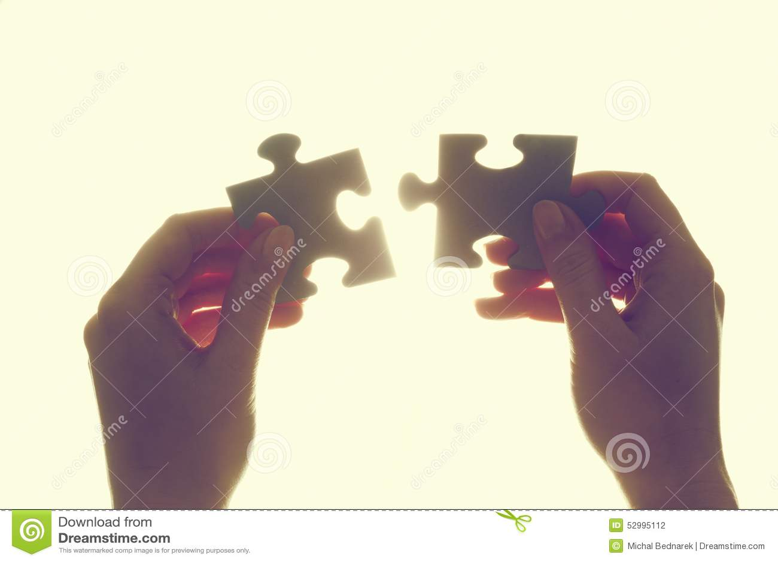 Jointure de deux morceaux de puzzle denteux Solution, affaires