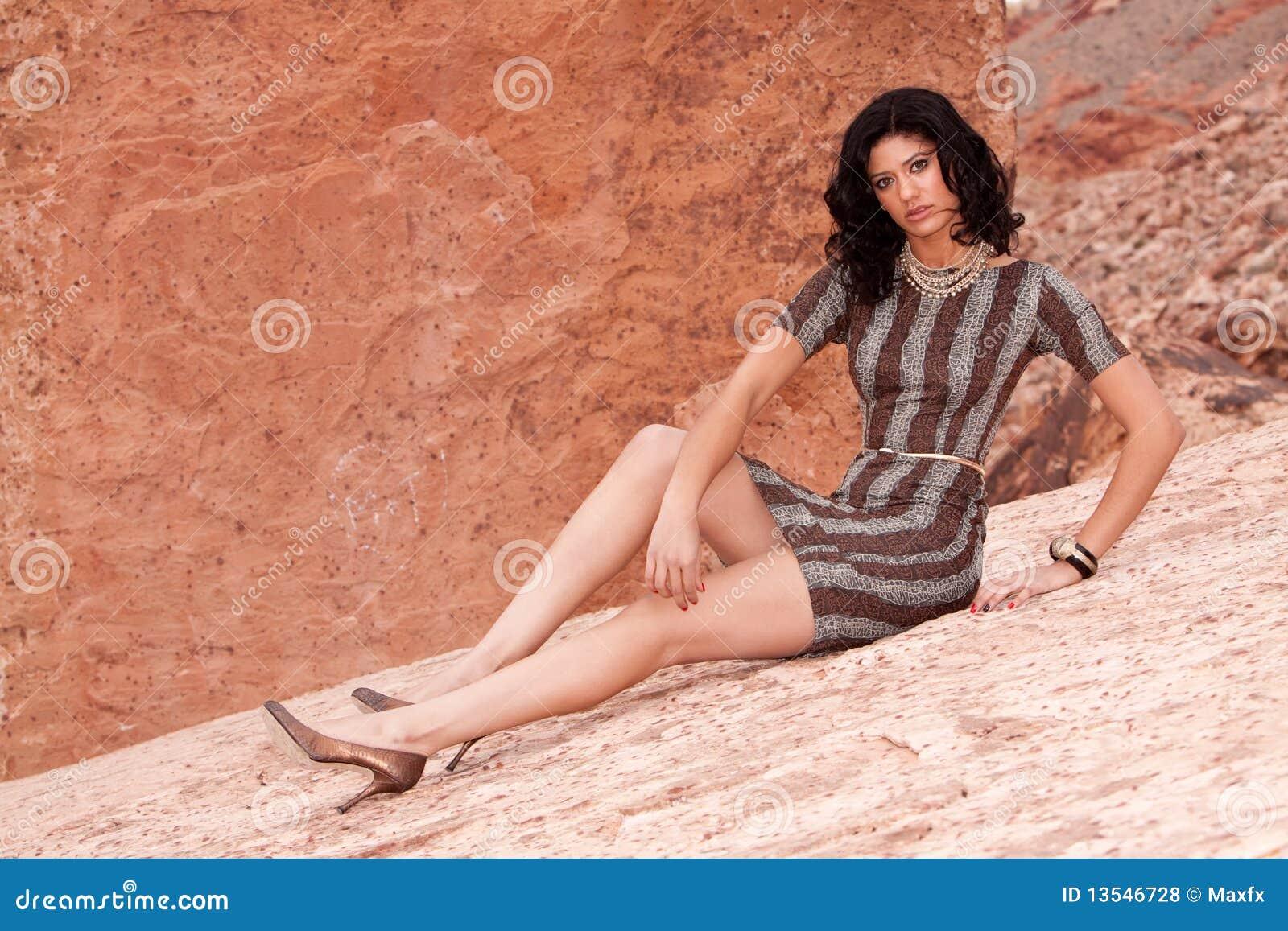 joli femme dans la robe sexy photos libres de droits image 13546728. Black Bedroom Furniture Sets. Home Design Ideas