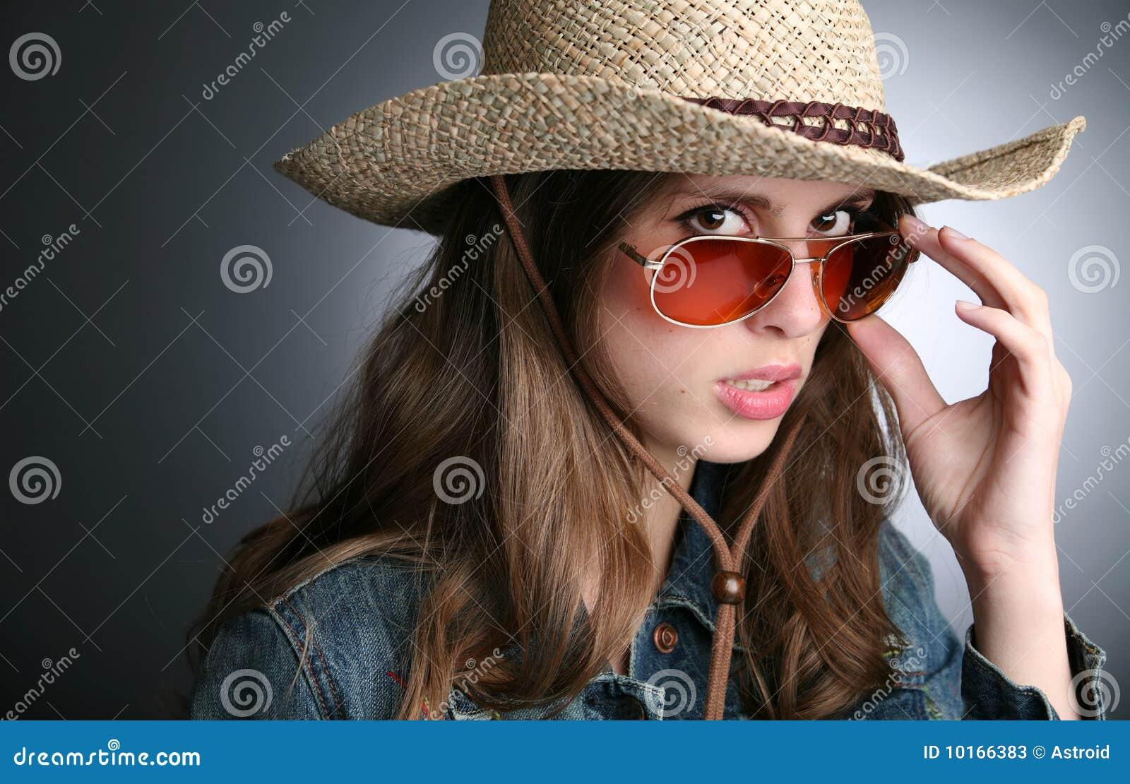 joli femme dans le chapeau de cowboy image stock image du fille closeup 10166383. Black Bedroom Furniture Sets. Home Design Ideas