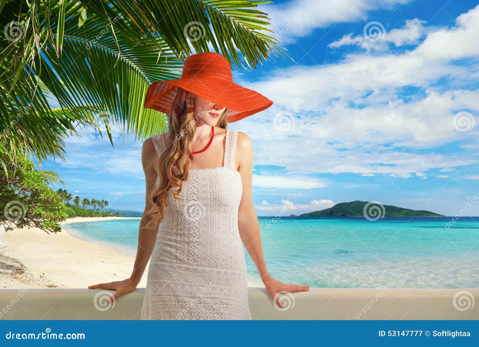 jolie femme dans la robe blanche sur le balcon image stock image 53147777. Black Bedroom Furniture Sets. Home Design Ideas