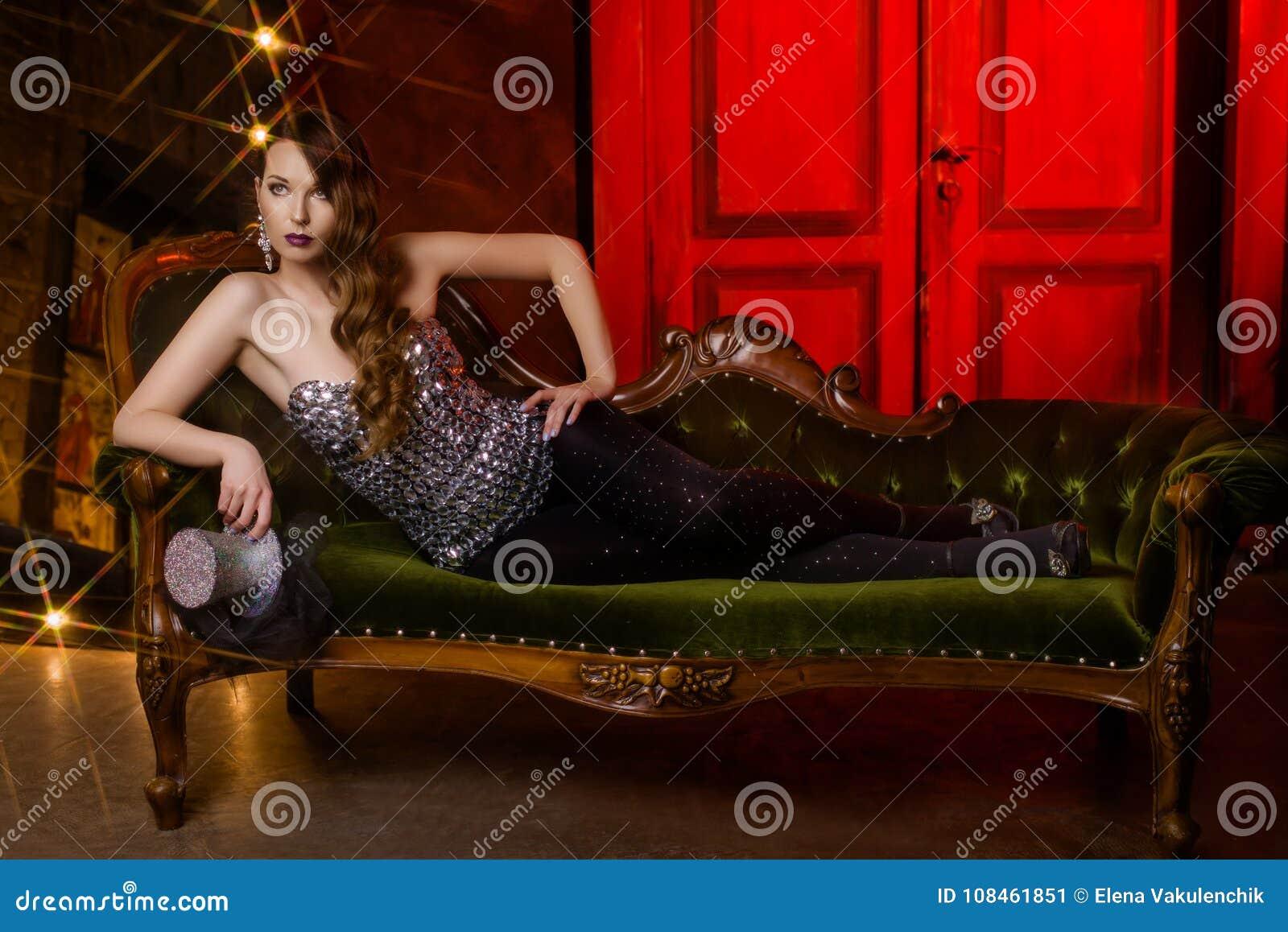 Jolie fille dans le cabaret