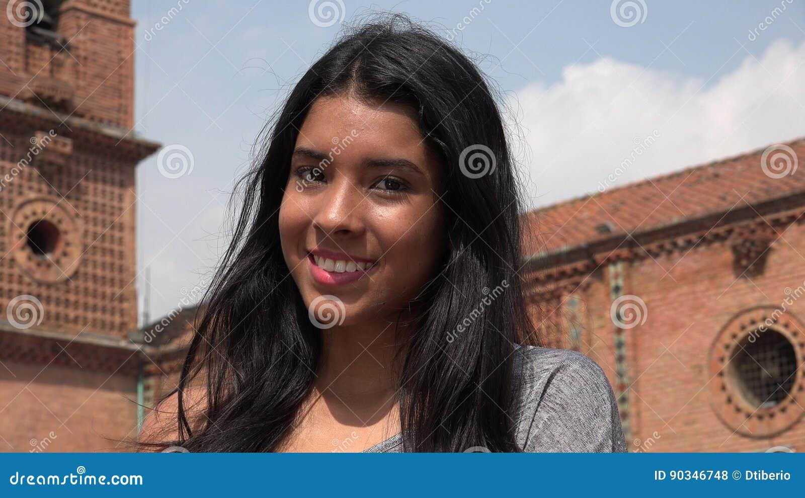 Jolie fille de l adolescence de sourire
