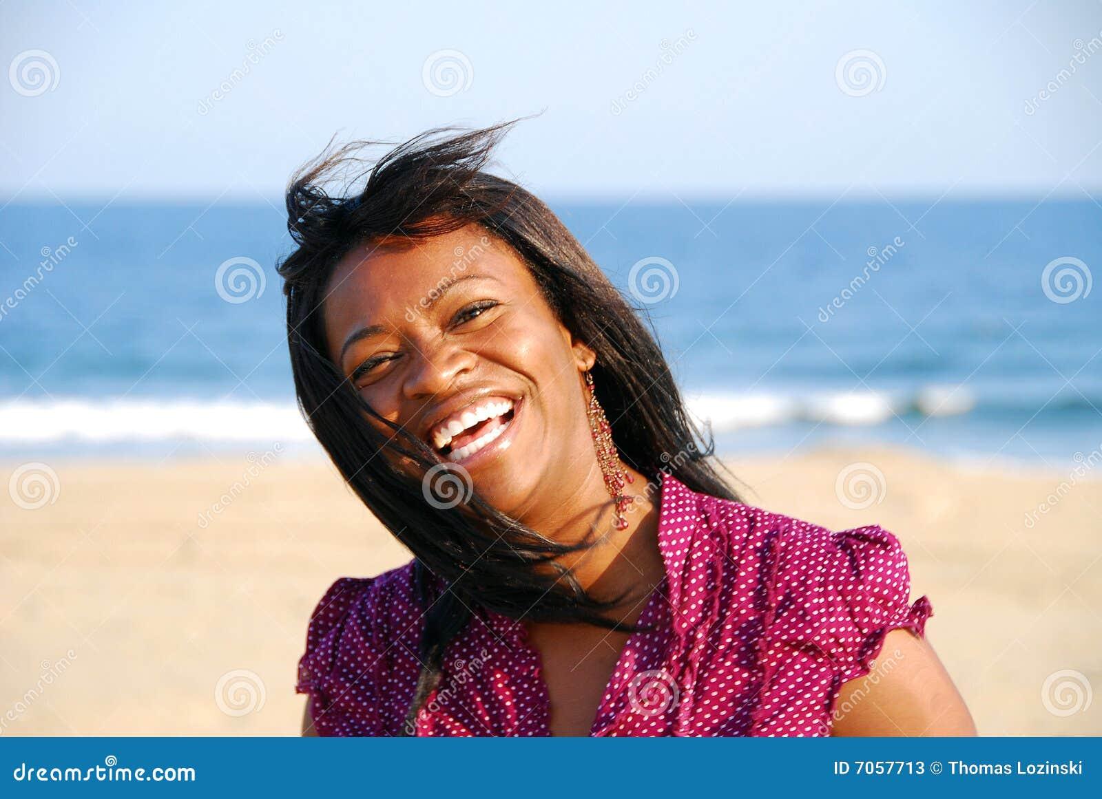 Jolie fille sur la plage
