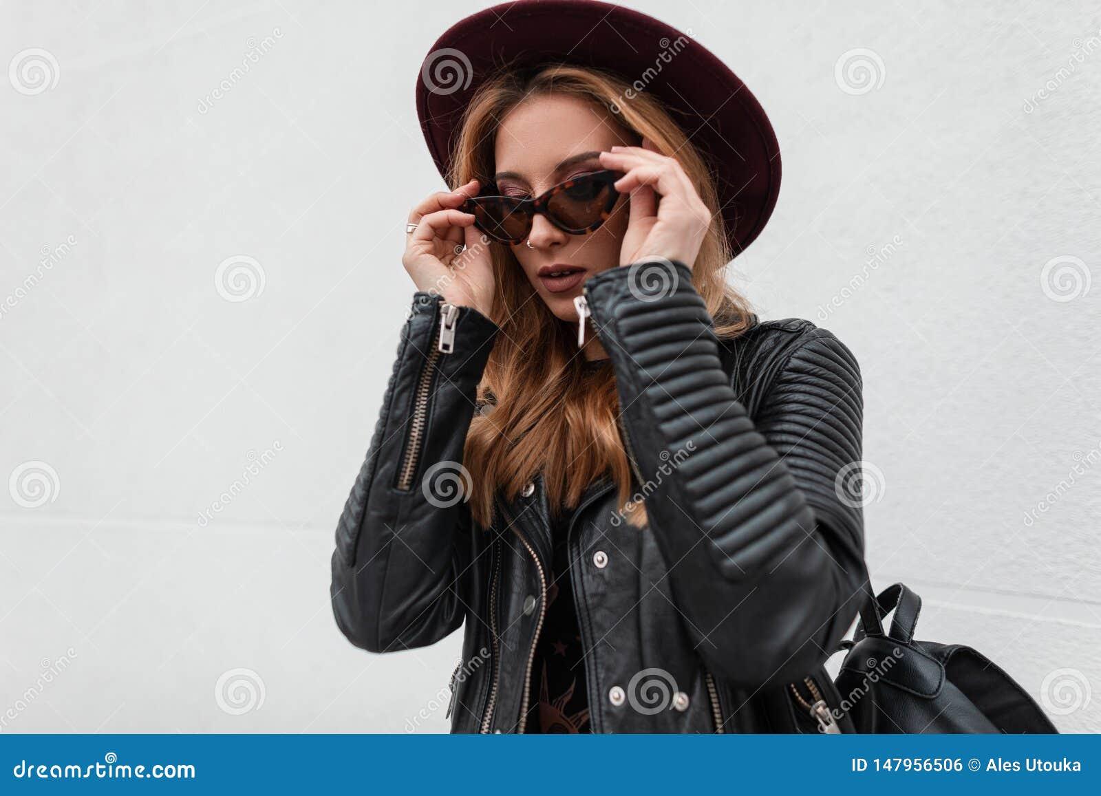 utilisation durable rechercher le dernier emballage fort Jolie Jeune Femme ?l?gante De Hippie Dans Un Chapeau De Cru ...