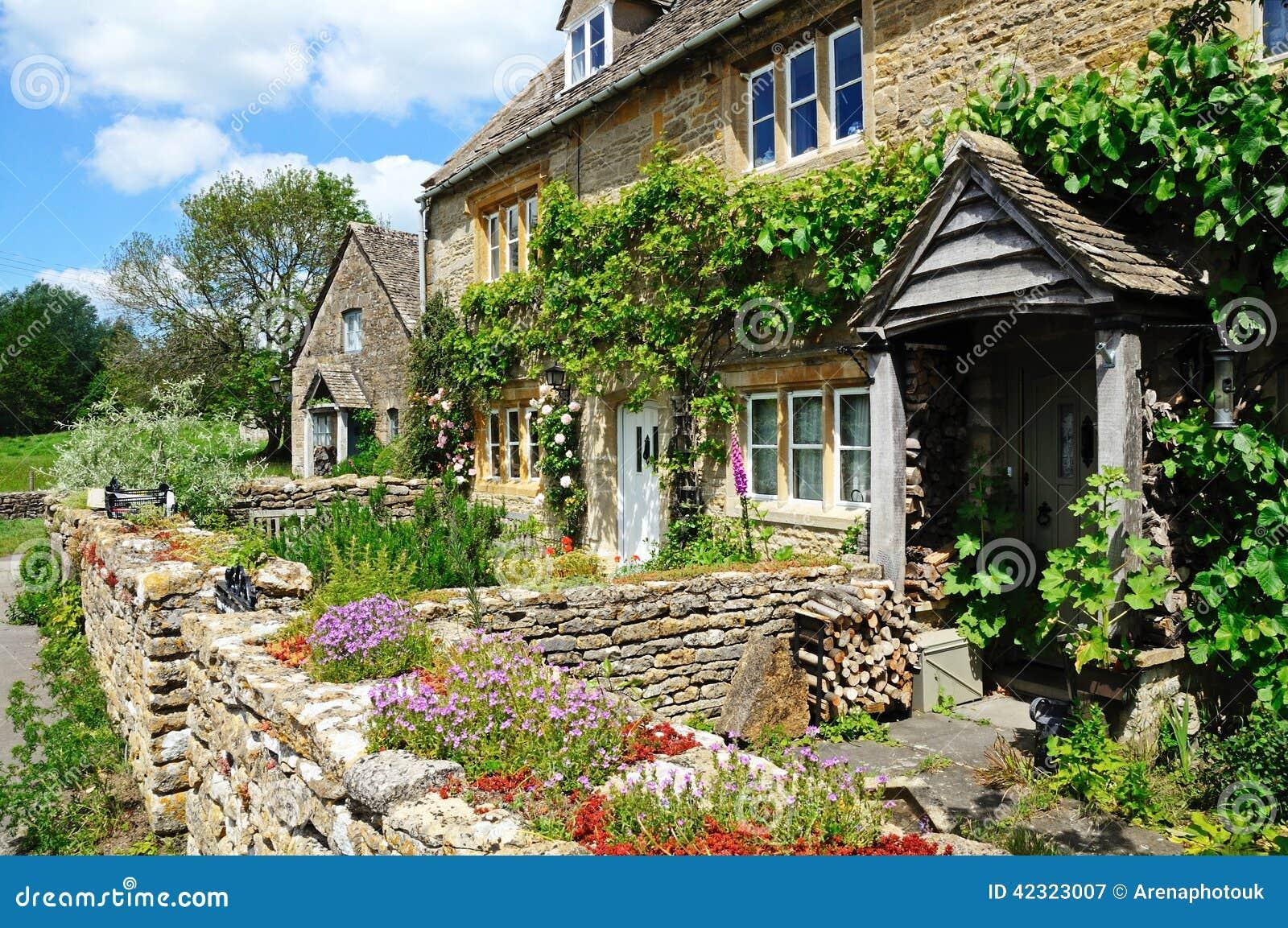 Jolis cottages en pierre, abattage inférieur