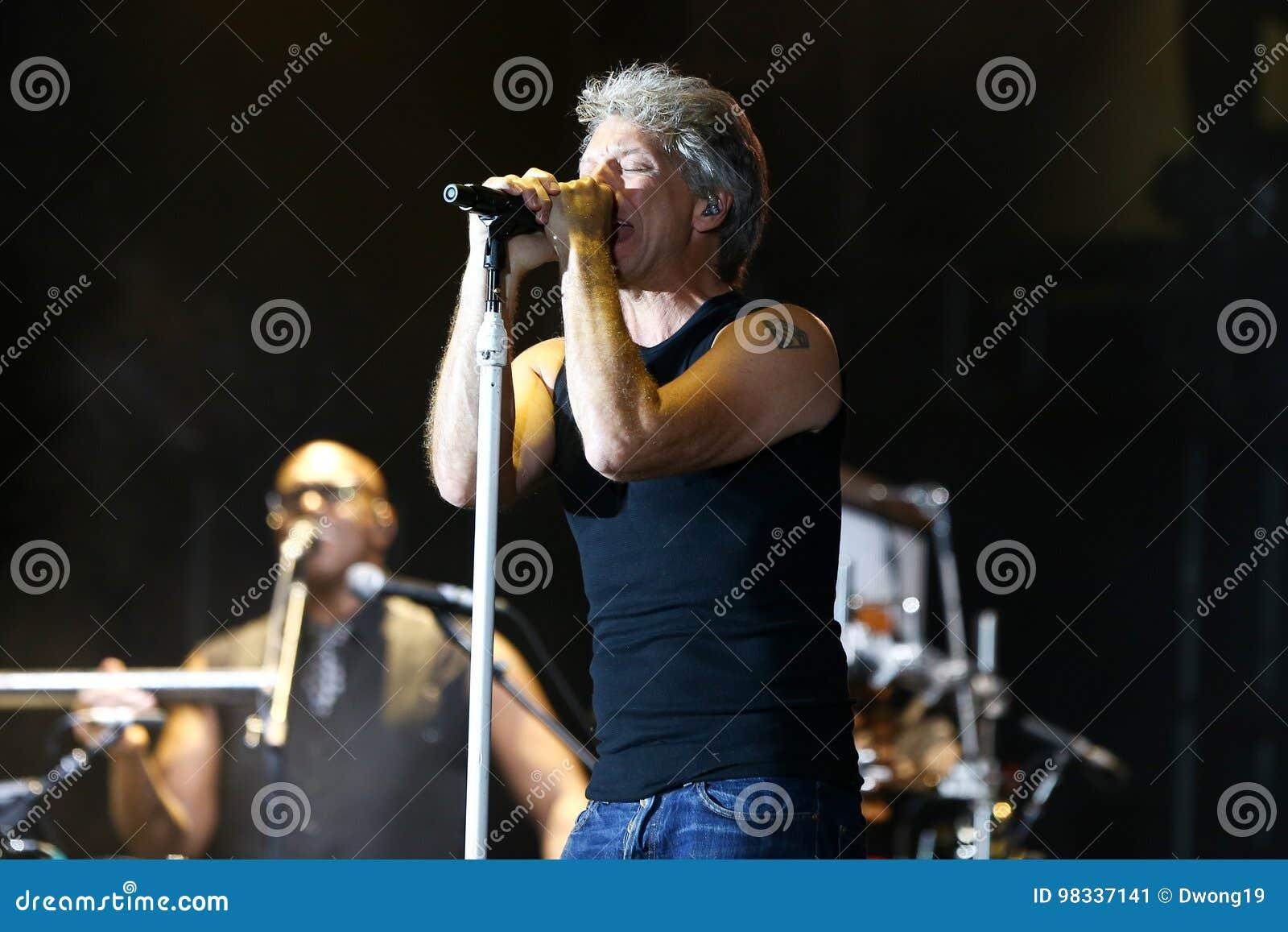 Jon Bon Jovi editorial photo. Image of band, enjoie ...