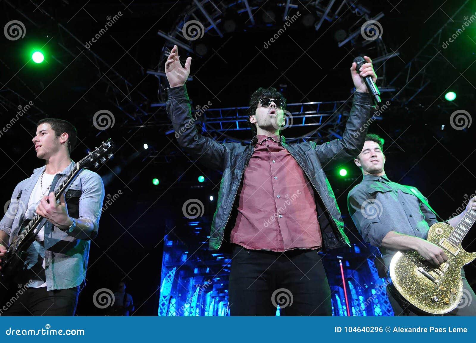 Download Jonas Brothers redactionele foto. Afbeelding bestaande uit jonas - 104640296