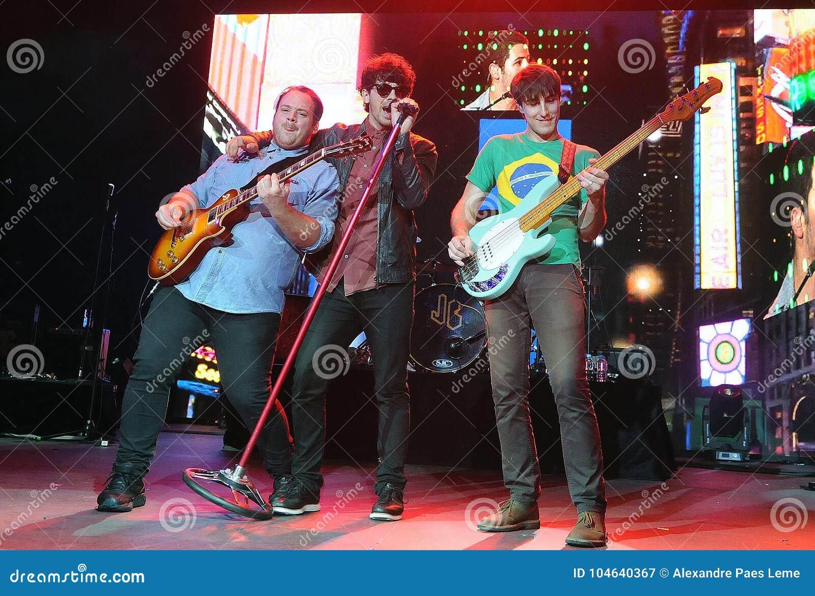 Download Jonas Brothers redactionele fotografie. Afbeelding bestaande uit muziek - 104640367