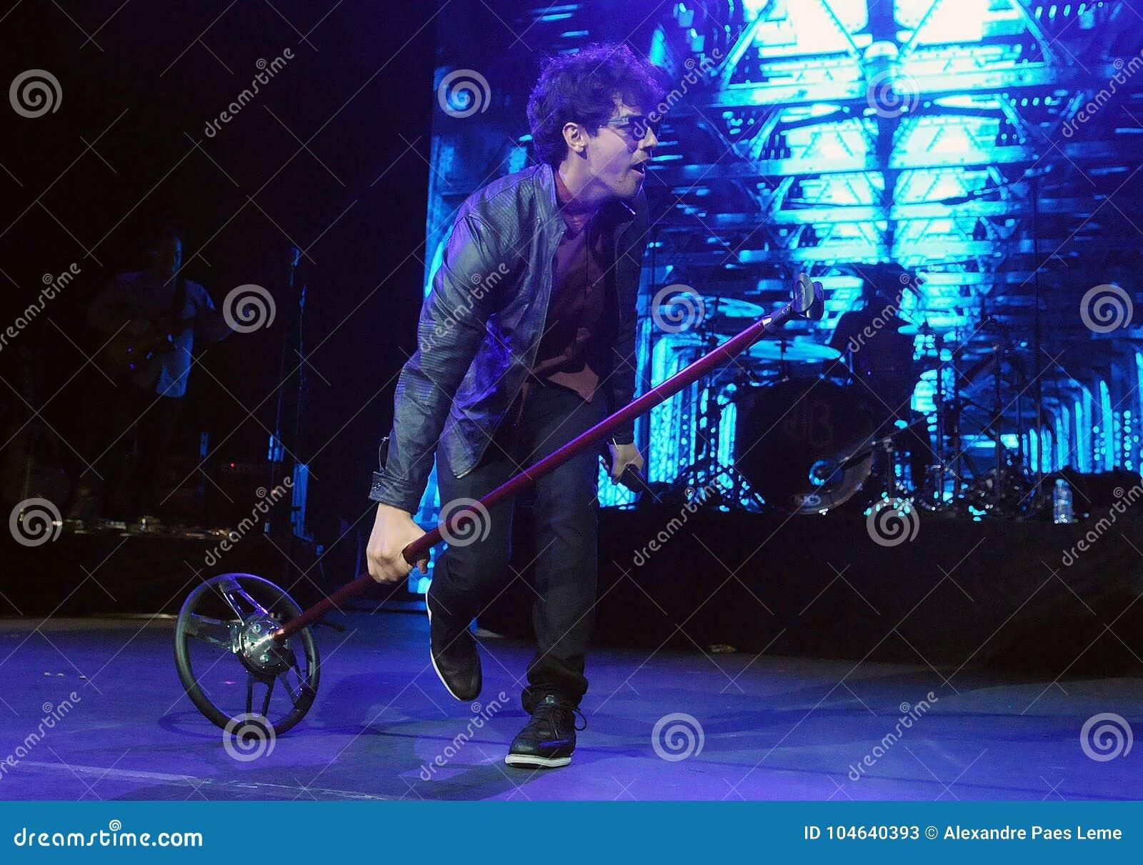 Download Jonas Brothers redactionele stock foto. Afbeelding bestaande uit singer - 104640393