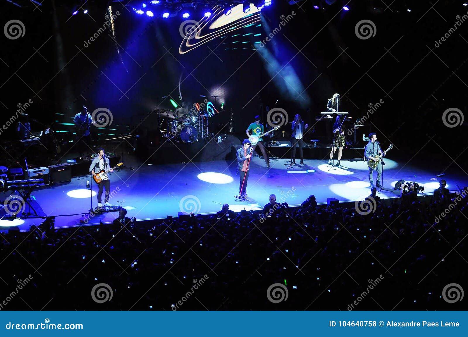Download Jonas Brothers redactionele stock foto. Afbeelding bestaande uit inkeping - 104640758