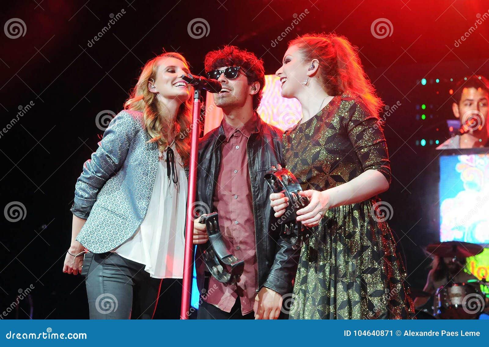 Download Jonas Brothers redactionele foto. Afbeelding bestaande uit broers - 104640871