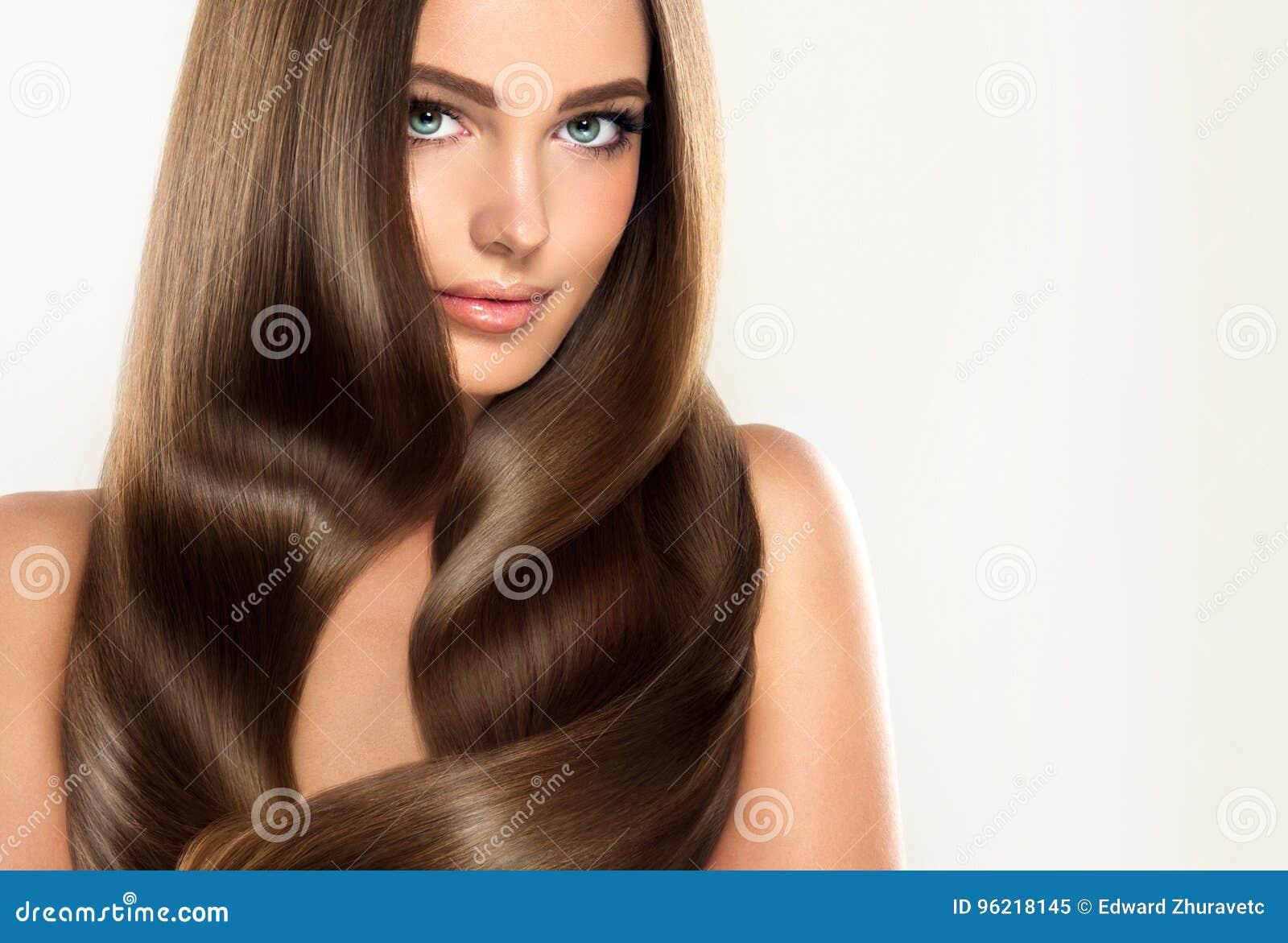 Jong aantrekkelijk meisje-model met schitterend, glanzend, lang, haar