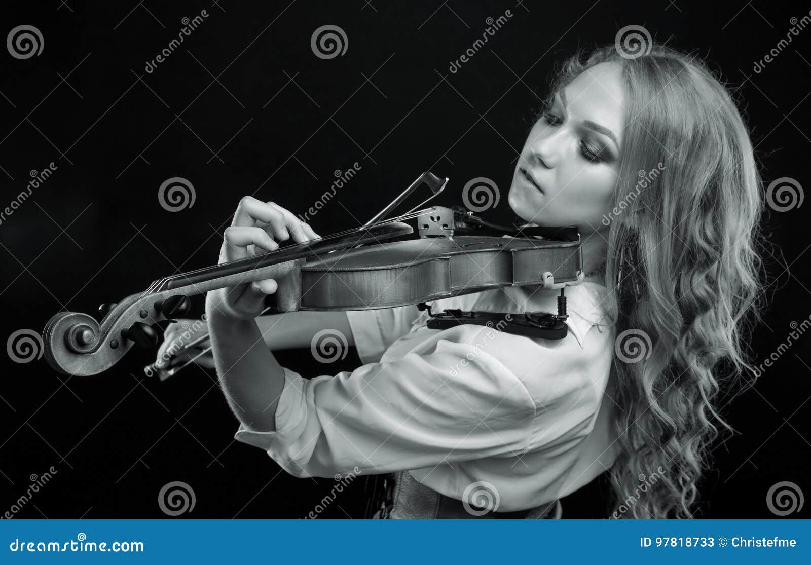 Jong blond meisje met viool