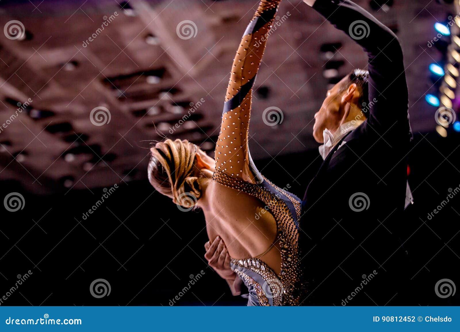 Jong de sportenballroom dansen van de paardans
