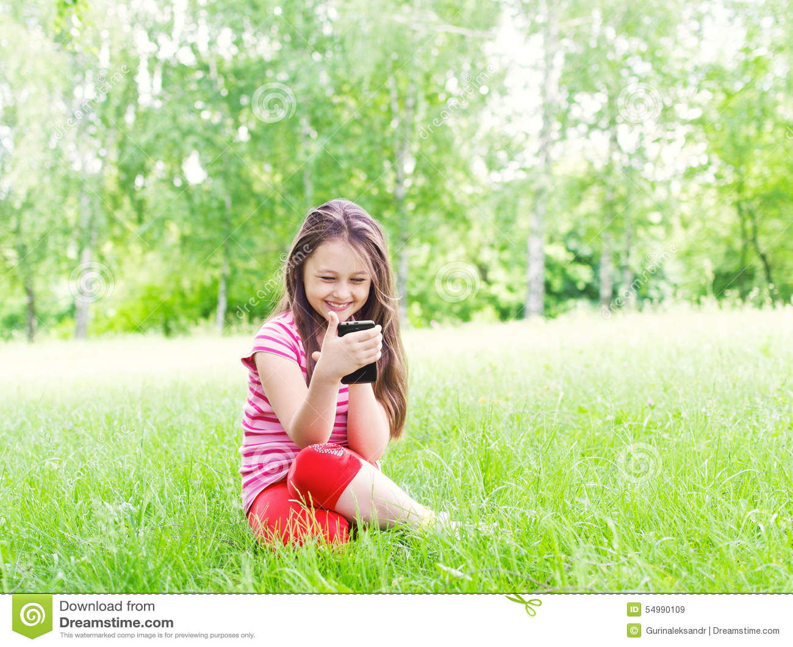 Jong geitje en smartphone