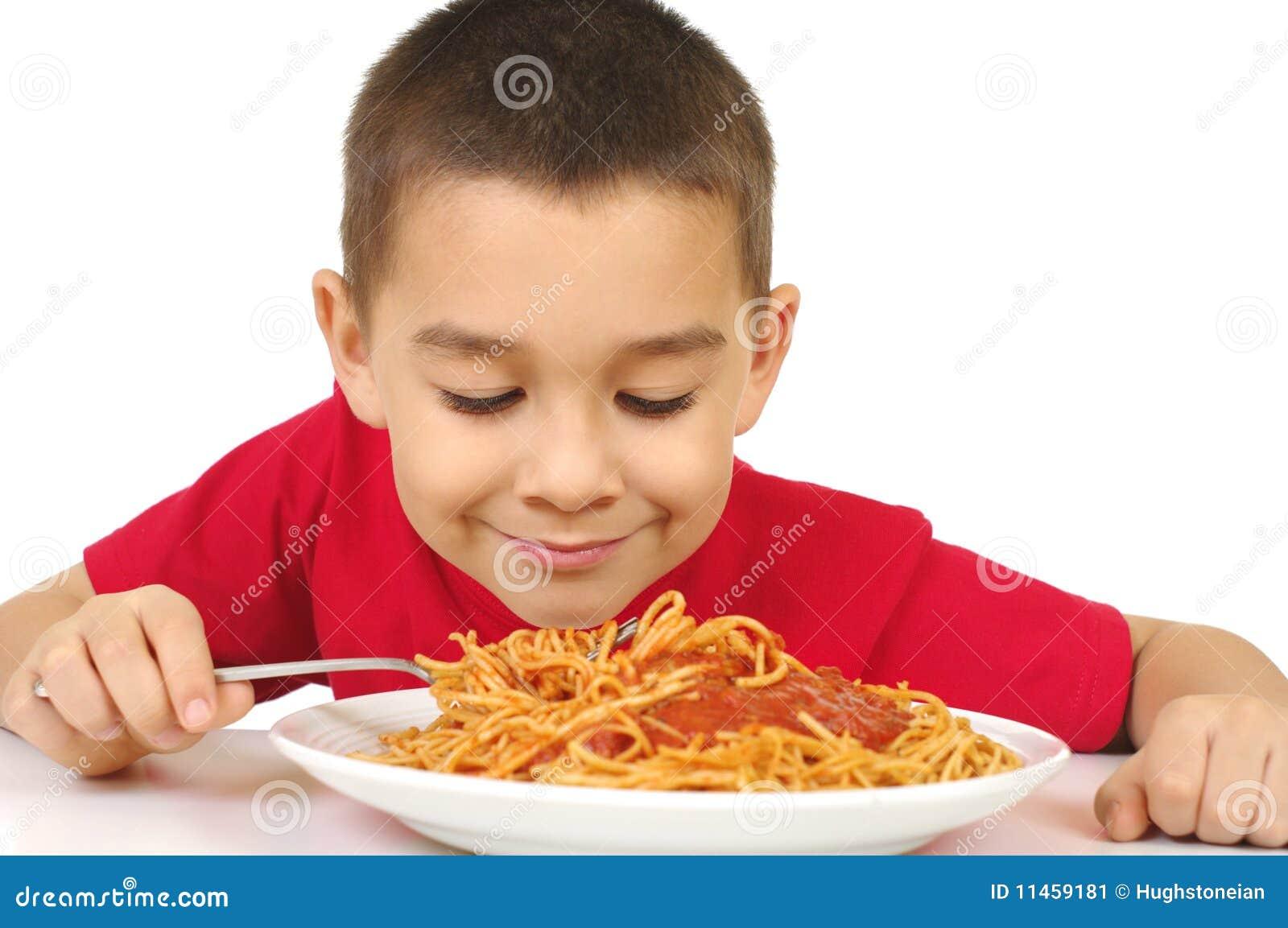 Jong geitje en spaghetti
