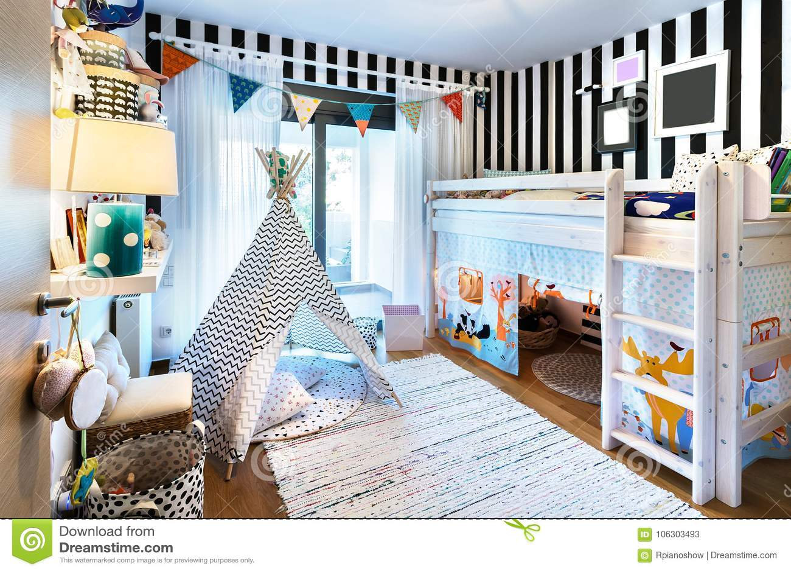 Jong geitjeslaapkamer met tipi en stapelbed