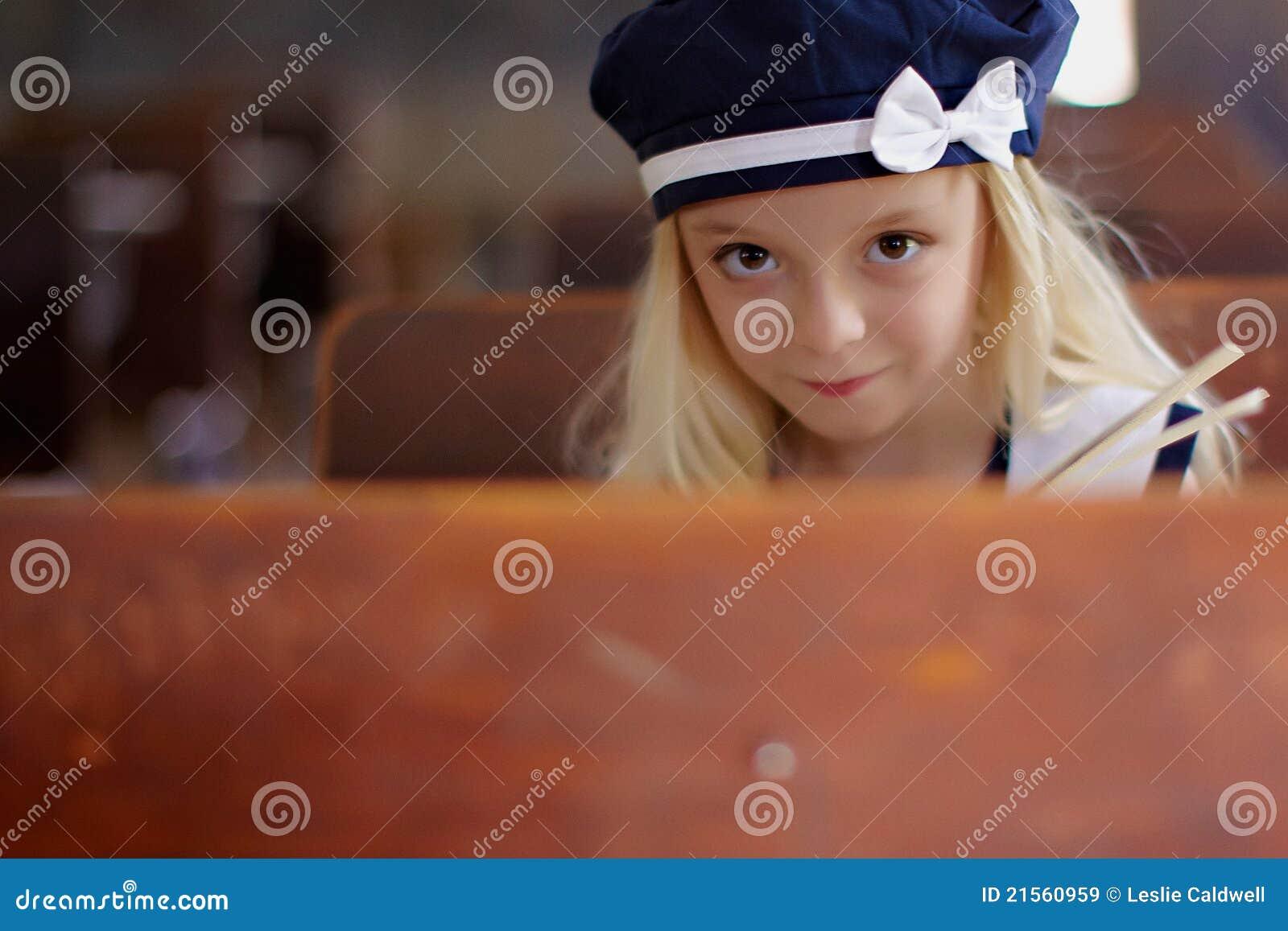 Jong meisje met bonnet