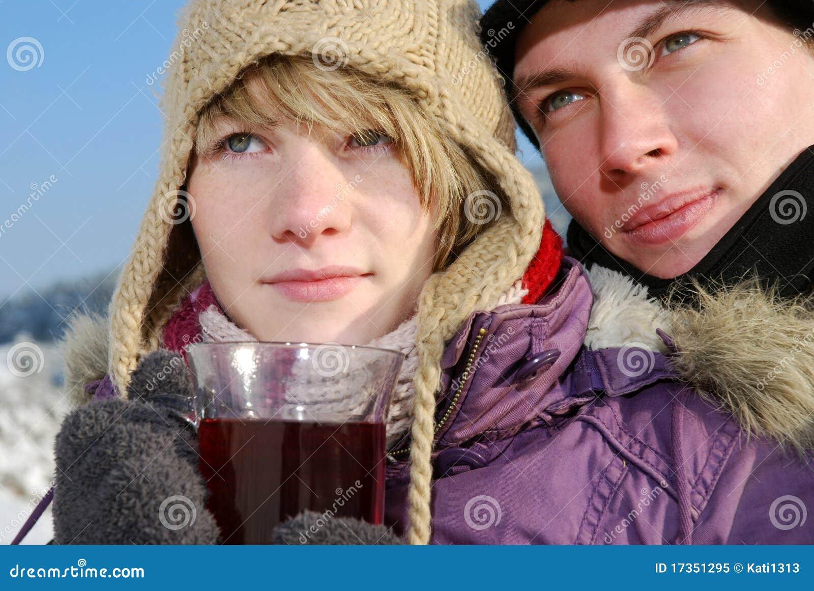 Jong paar met thee