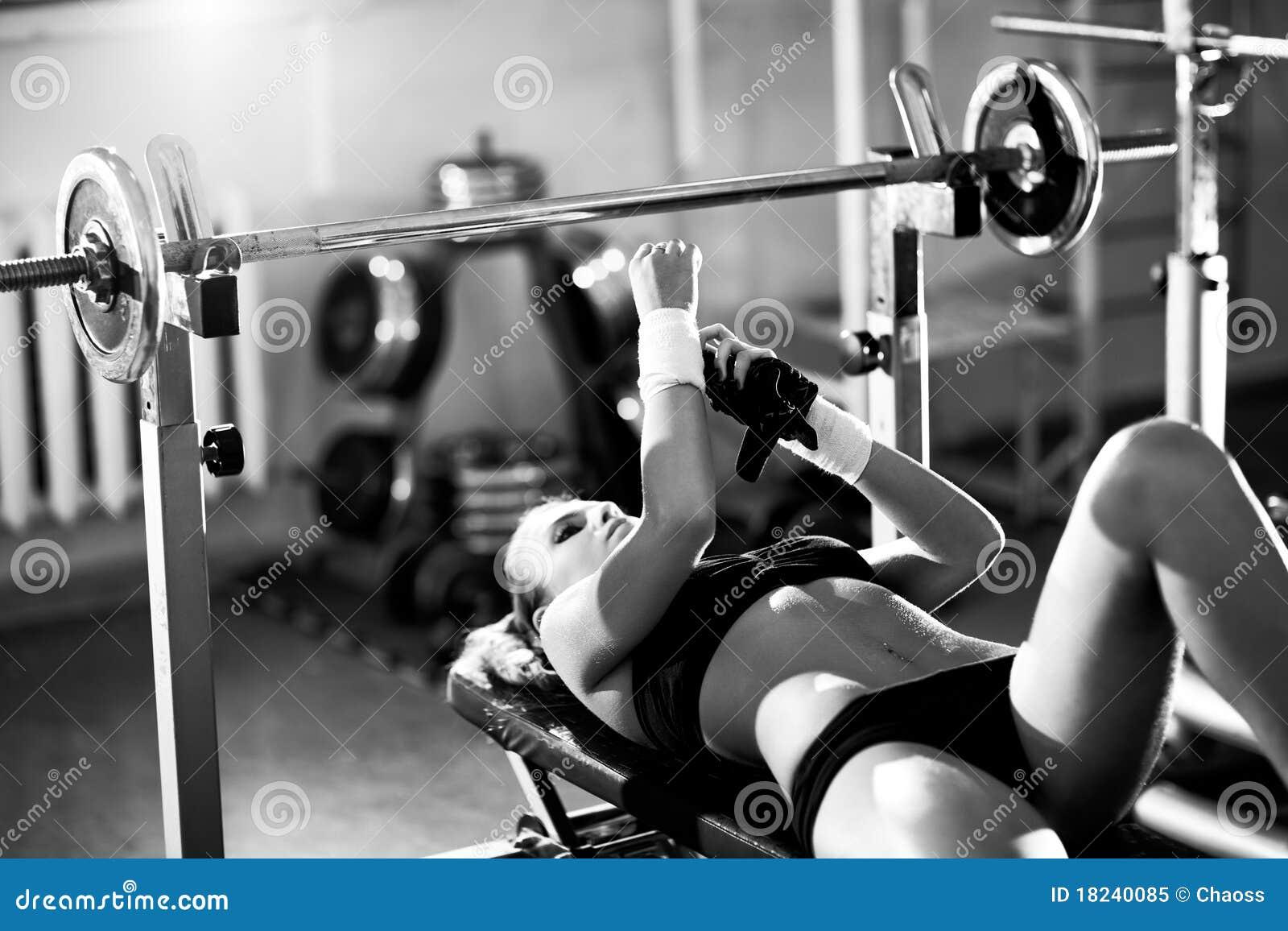 Jong vrouwengewichtheffen