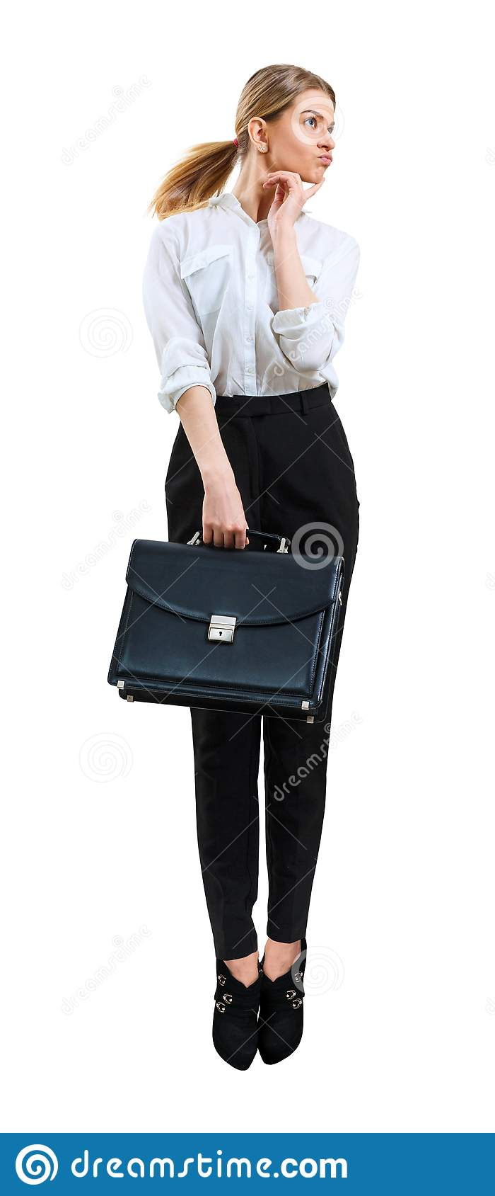 Jonge bedrijfsvrouw die omhoog in formele slijtage springen