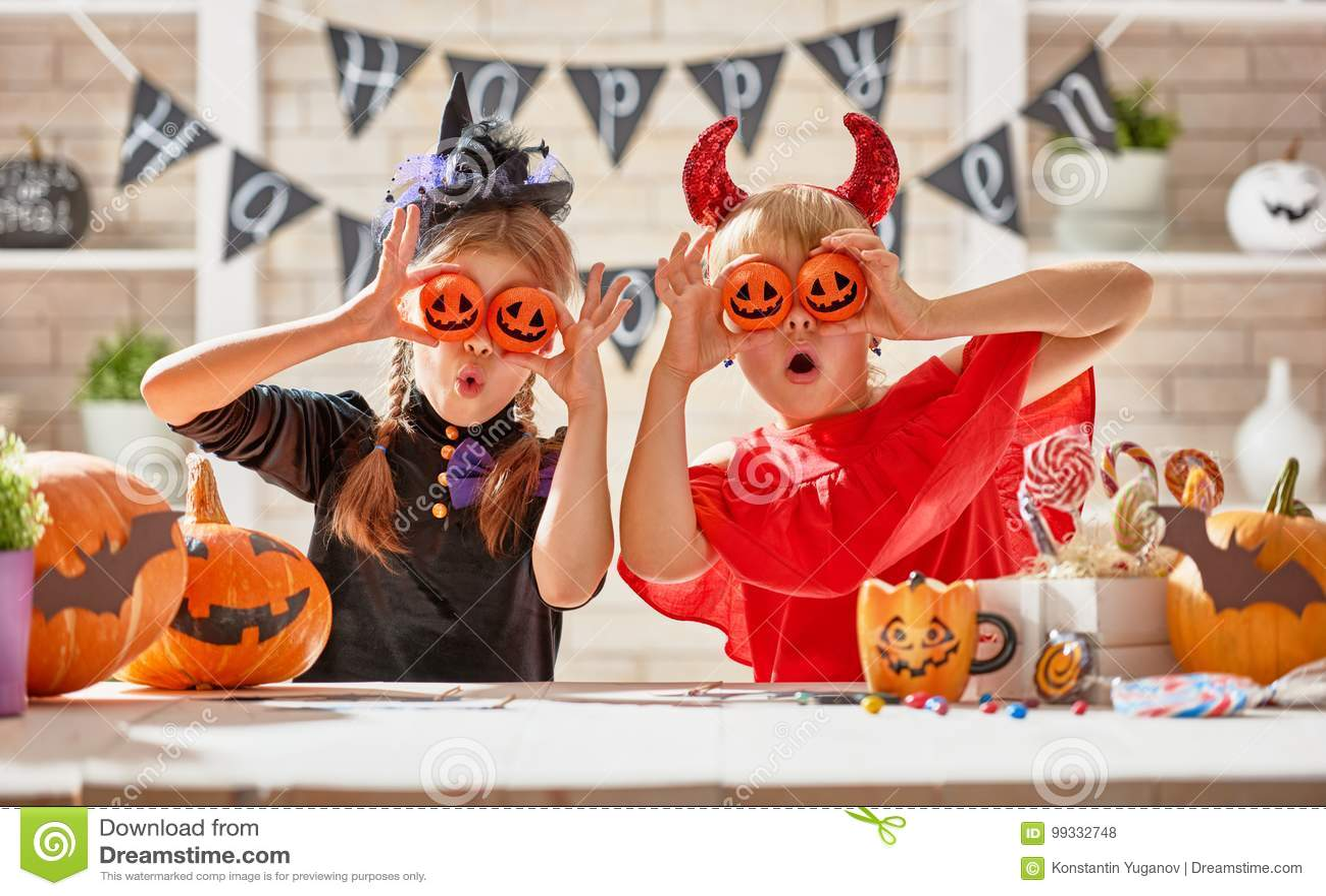 Jonge geitjes in Halloween