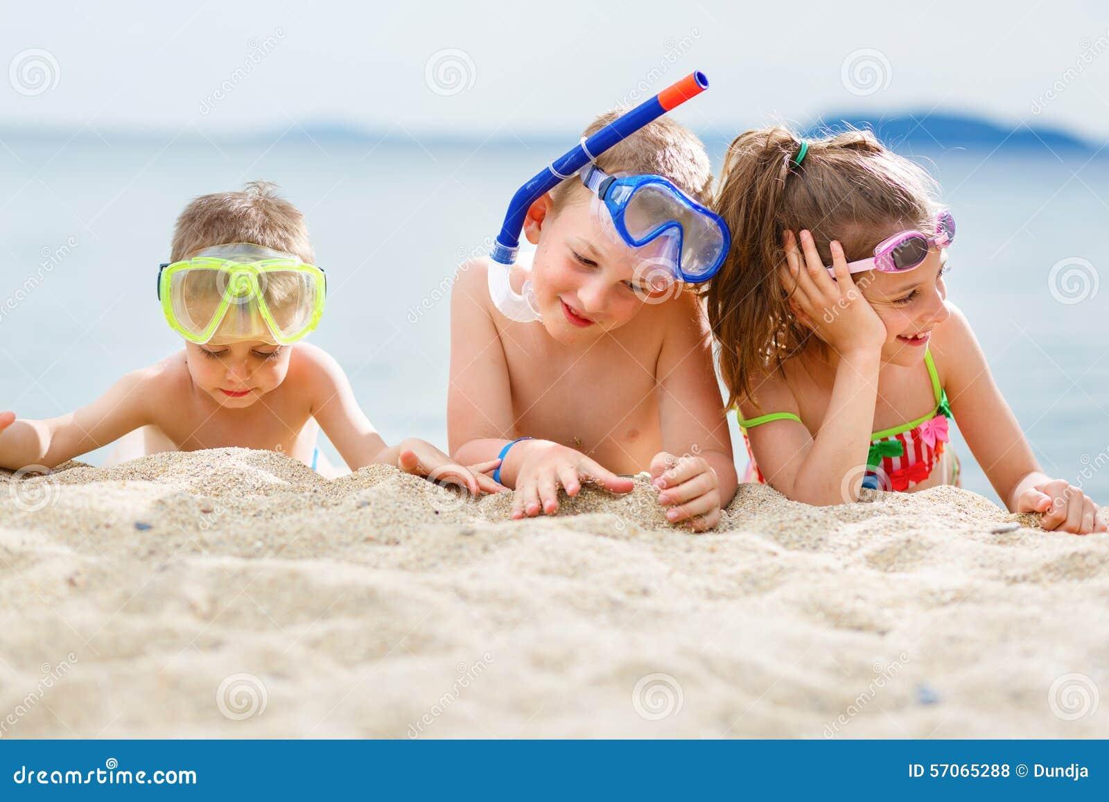 Jonge geitjes op strand